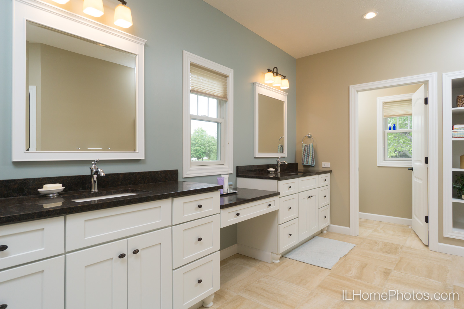 Interior master bathroom photograph for real estate in Springfield, IL :: Illinois Home Photography by Michael Gowin, Lincoln, IL