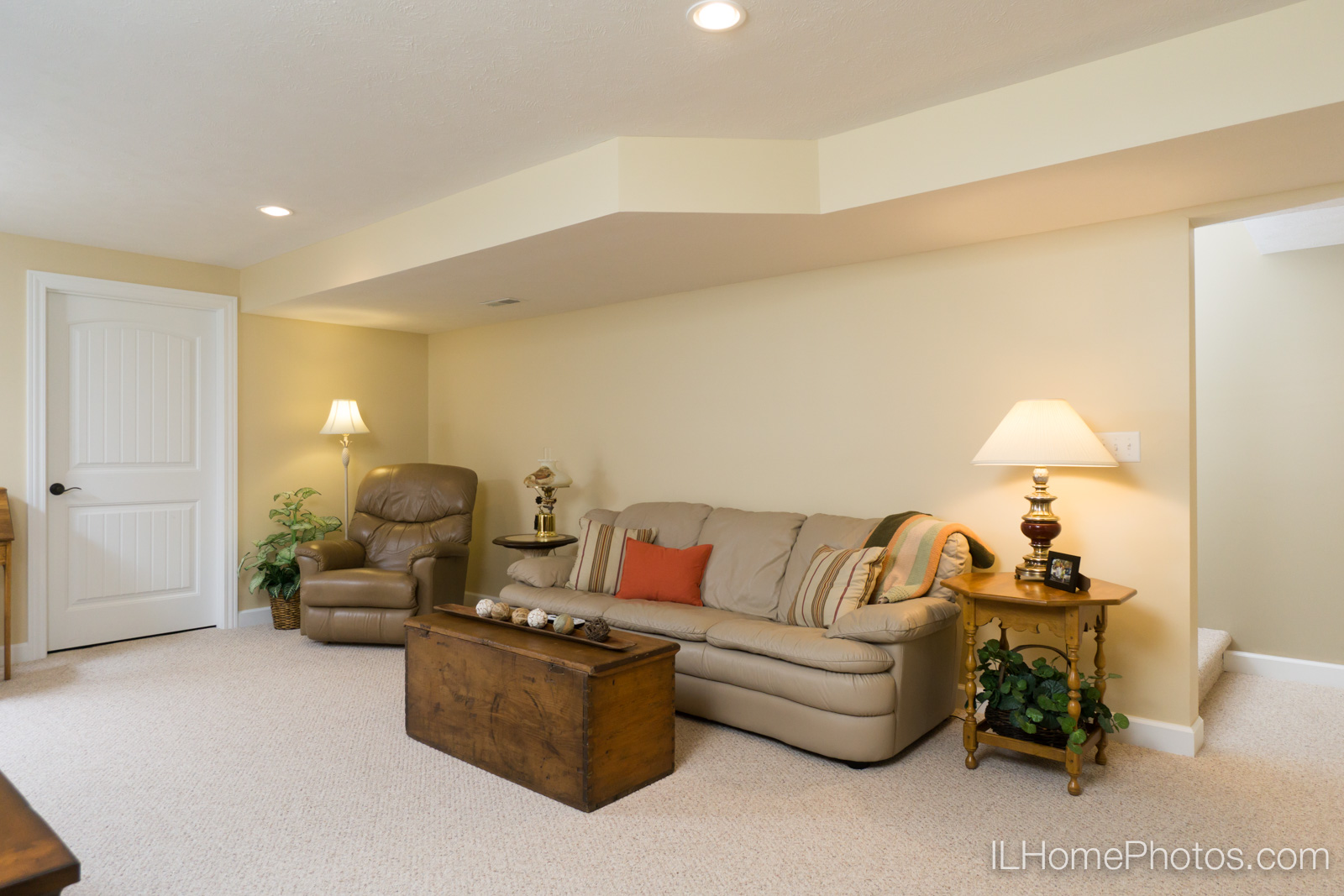 Interior family room photograph for real estate in Springfield, IL :: Illinois Home Photography by Michael Gowin, Lincoln, IL