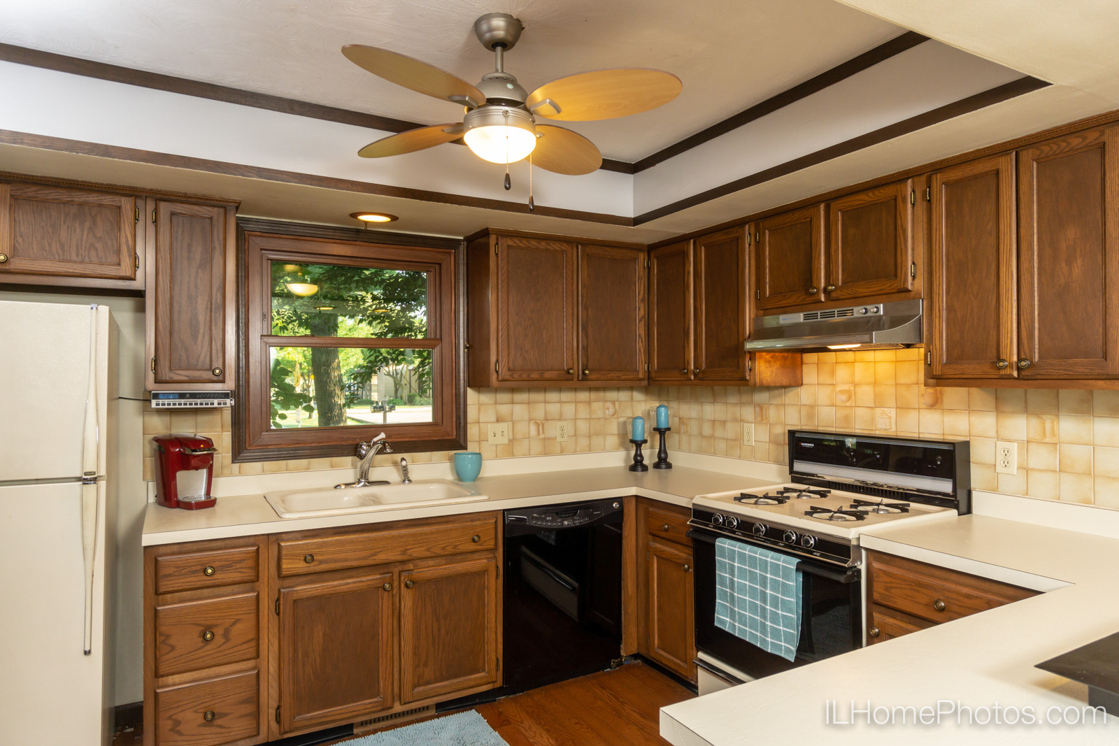 Interior kitchen photograph for real estate in Sherman, IL :: Illinois Home Photography by Michael Gowin, Lincoln, IL
