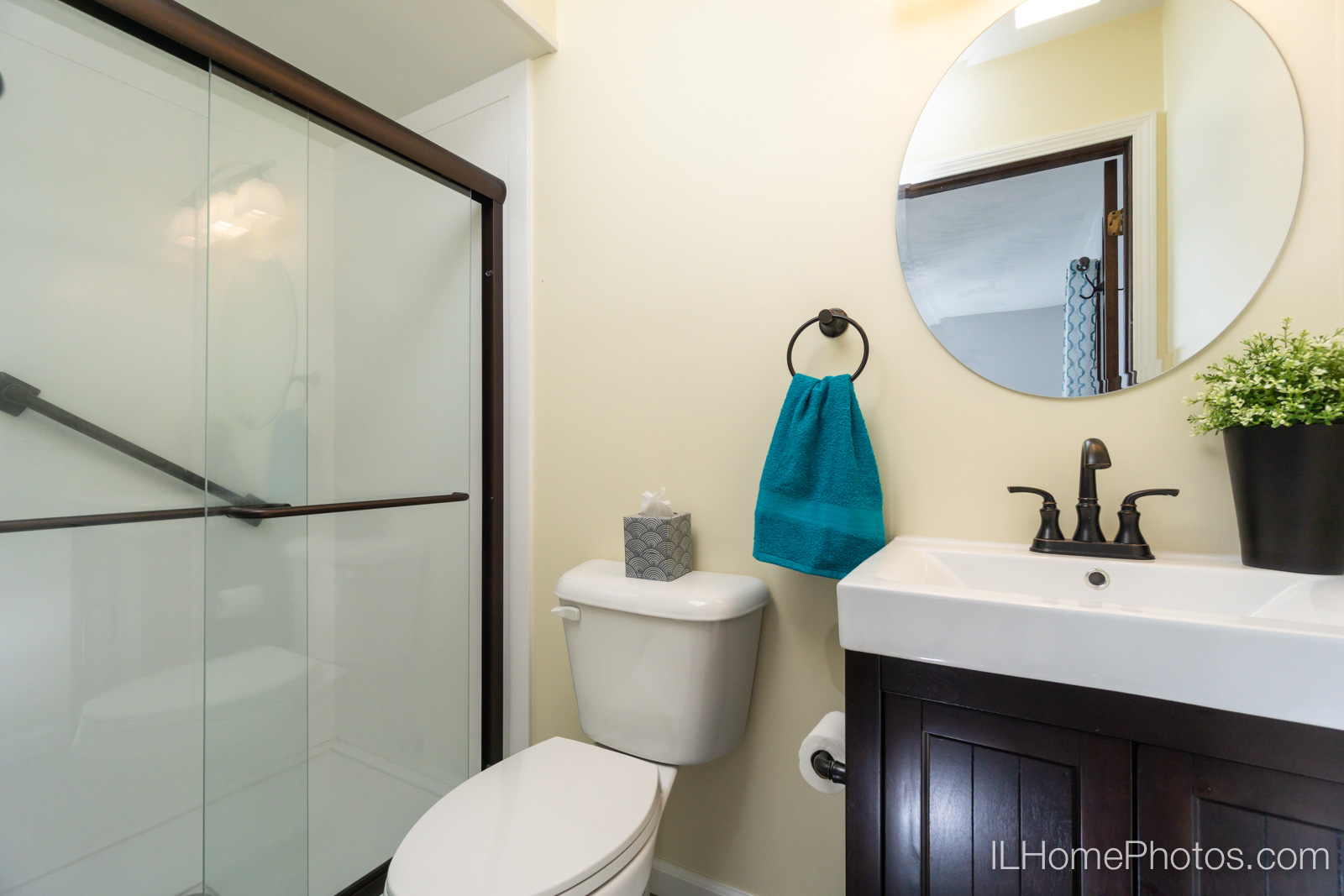 Interior master bathroom photograph for real estate in Sherman, IL :: Illinois Home Photography by Michael Gowin, Lincoln, IL