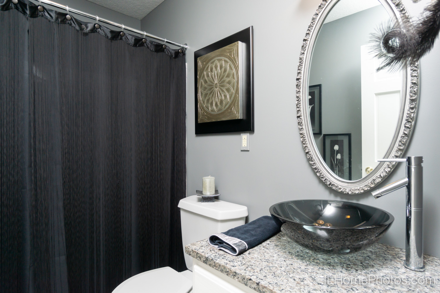 Interior bathroom photograph for real estate in Mt Zion, IL :: Illinois Home Photography by Michael Gowin, Lincoln, IL