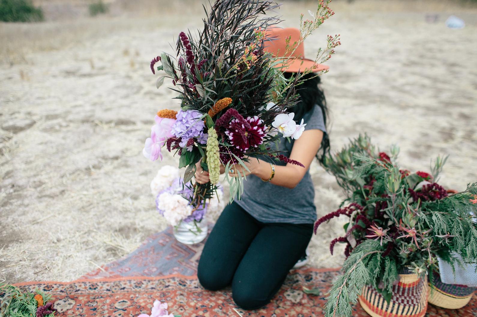 the-design-hunters-floral-hunters-suprise-engagement-3