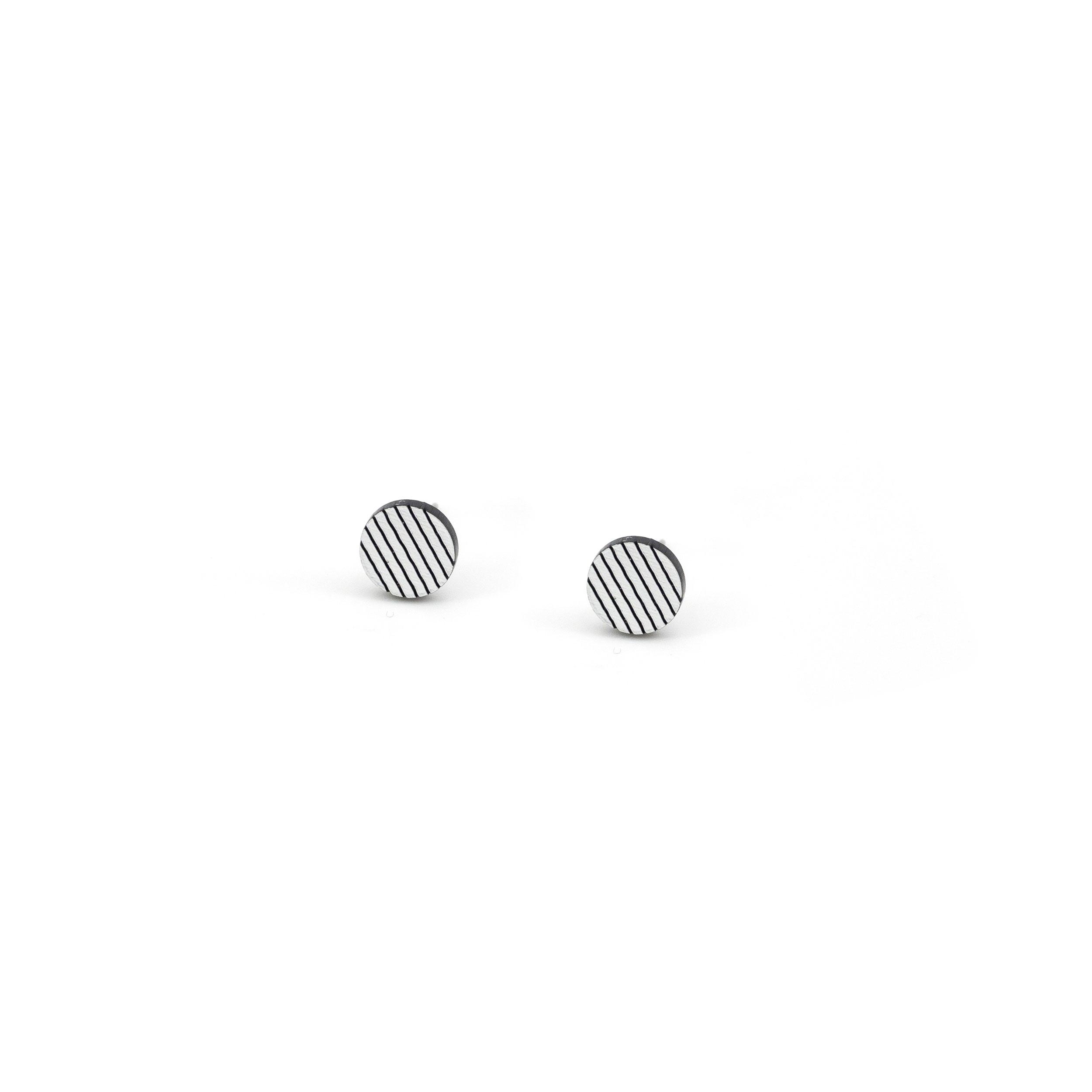 1_LinearStud_White.jpg