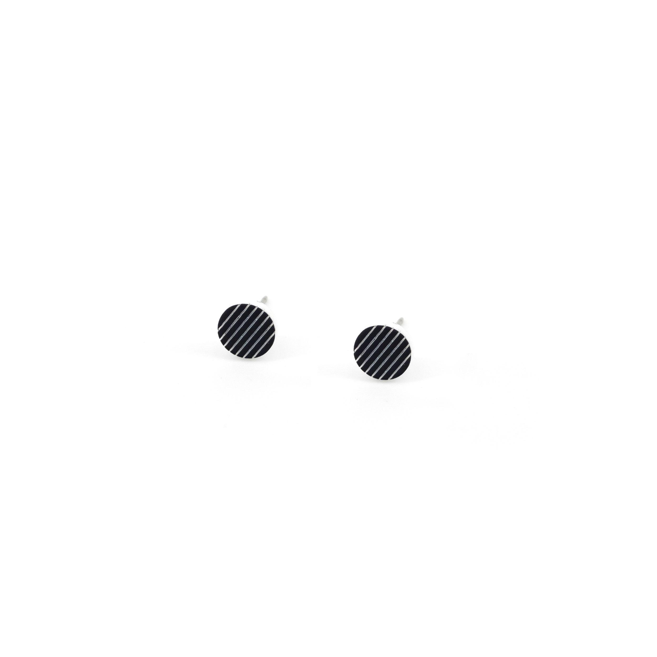 1_LinearStud_Black.jpg