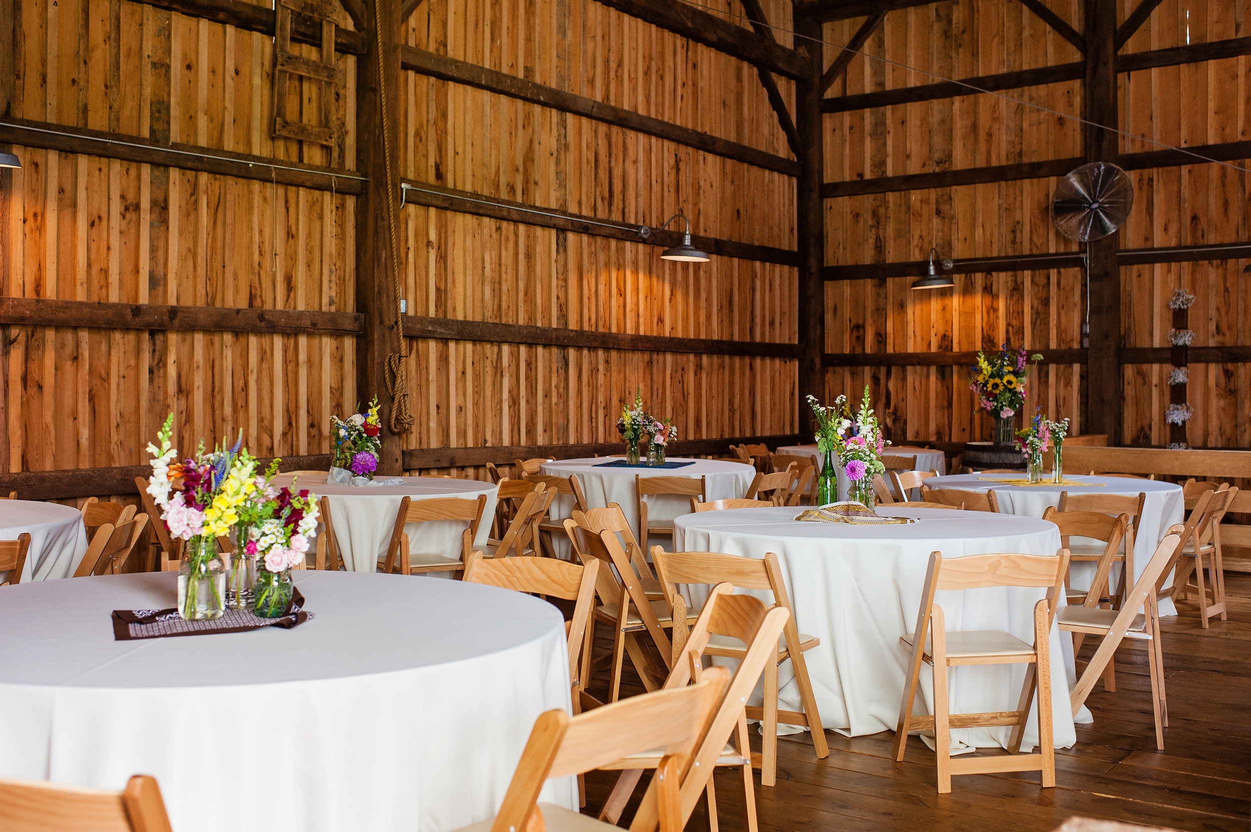 buffalo_wedding_venue_hayloftinthegrove_dawnmgibsonphotography_2.jpg