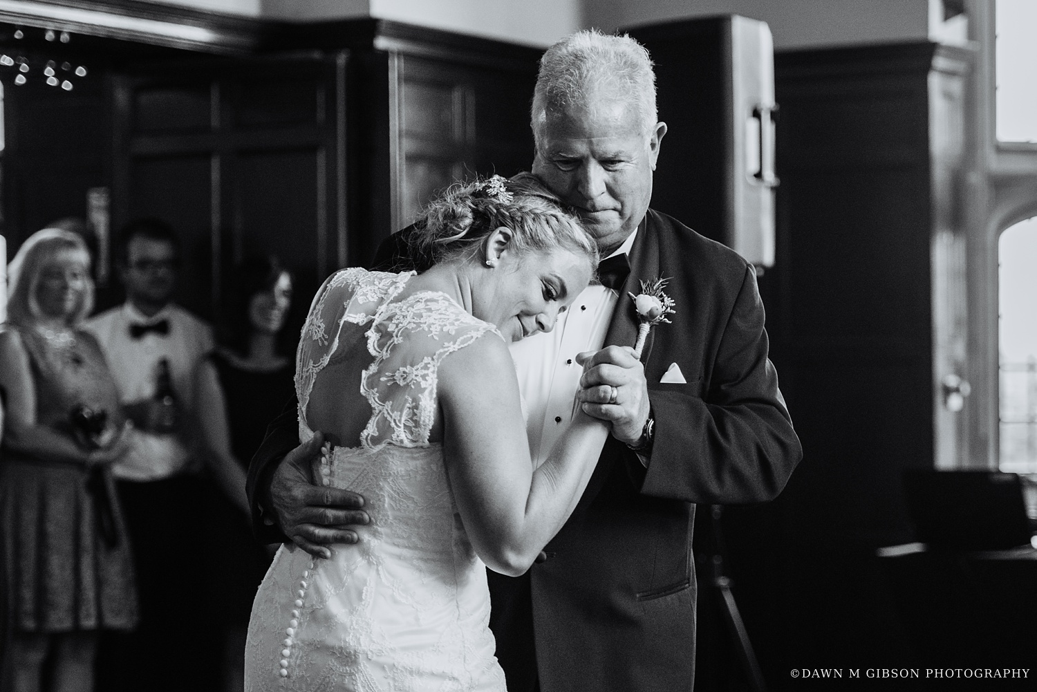 buffalo_wny_rochester_wedding_photographer_dawnmgibsonphotography_strathallan_colgate_rochester_divinity_rochester_wedding_venues_0081.jpg