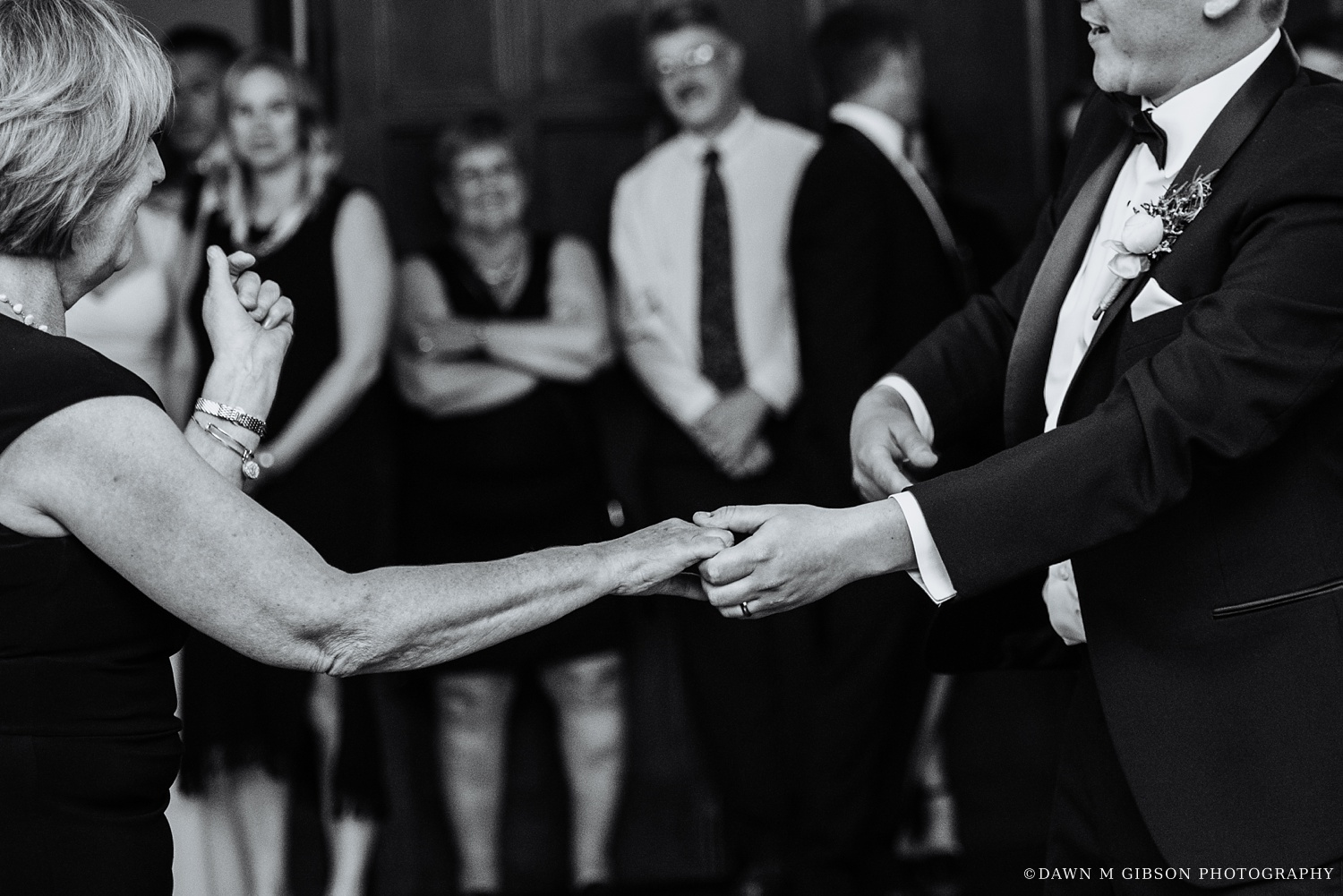 buffalo_wny_rochester_wedding_photographer_dawnmgibsonphotography_strathallan_colgate_rochester_divinity_rochester_wedding_venues_0084.jpg