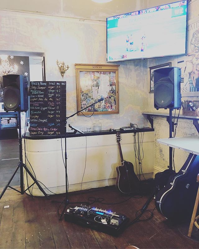 Footy and music... what more could you want? Playing at the @themileend till 7pm! 🍻🎶