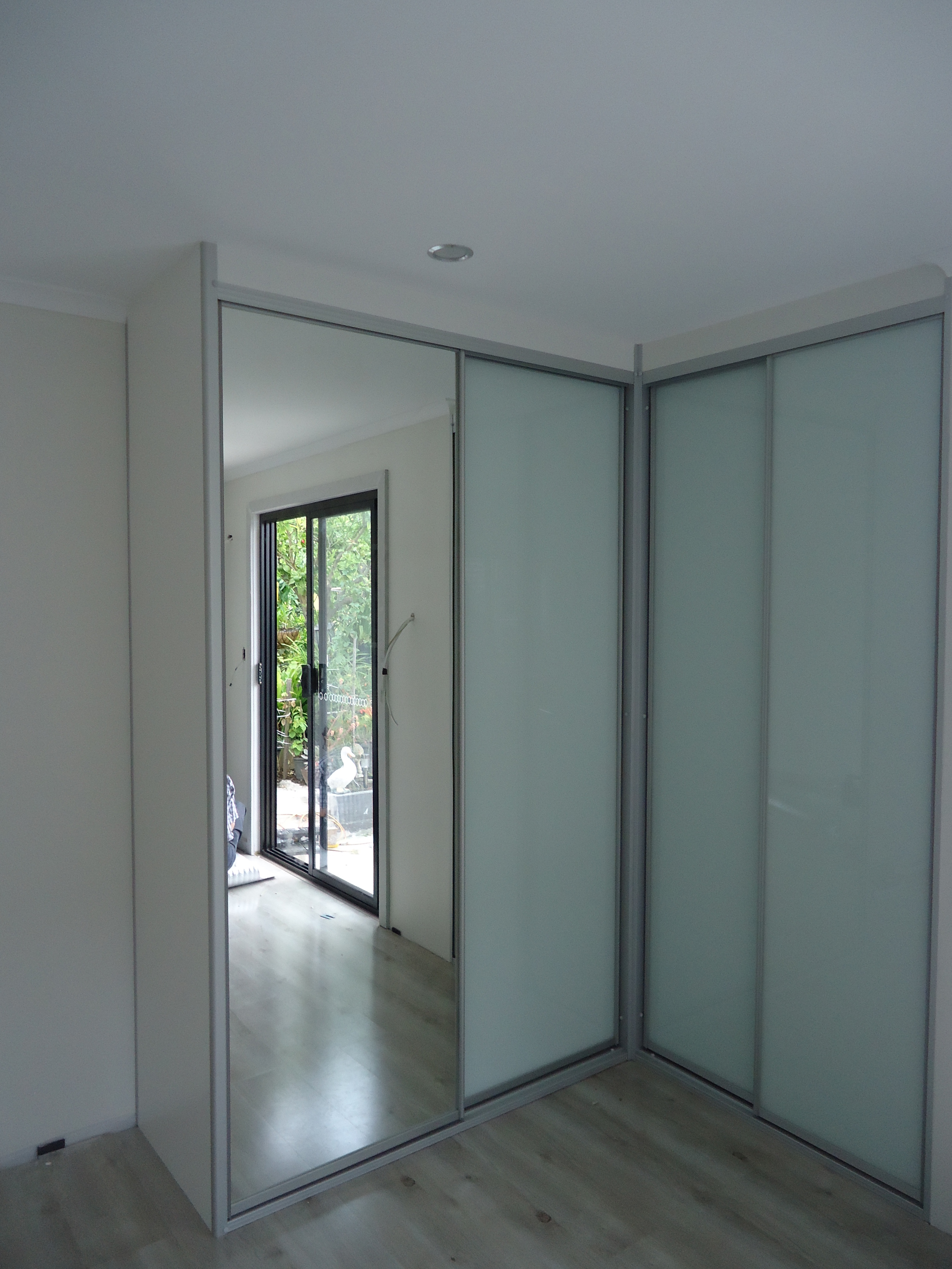frosted glass and mirror corner wardrobe.JPG