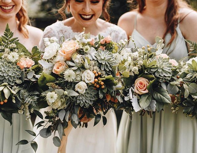 How GORGEOUS are these bouquets?! Just had to share the talent of our floral team (which may or may not be comprised of wizards) 🧙♂️ 🌿✨