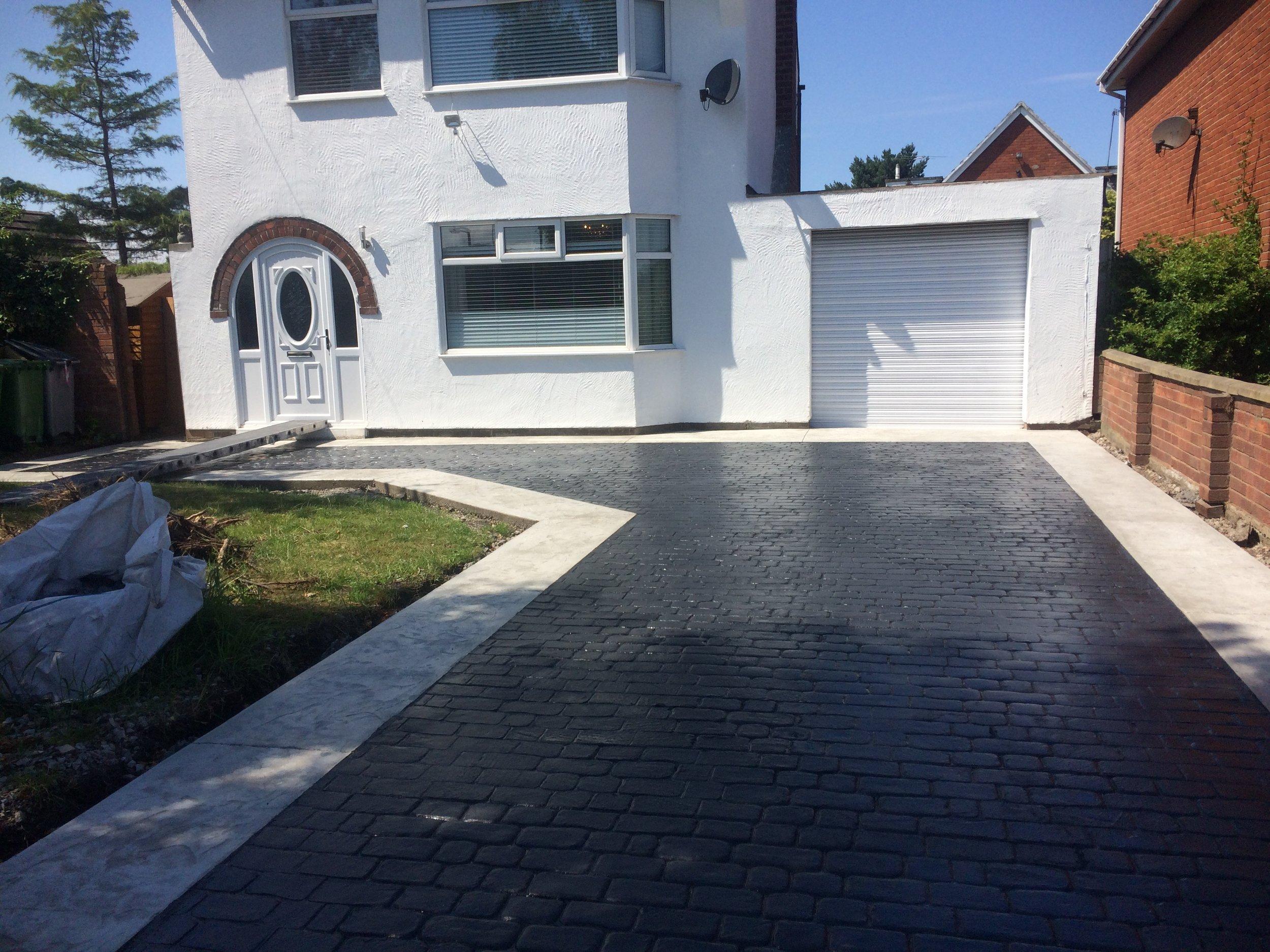 Pattern imprinted concrete driveway (Upton)
