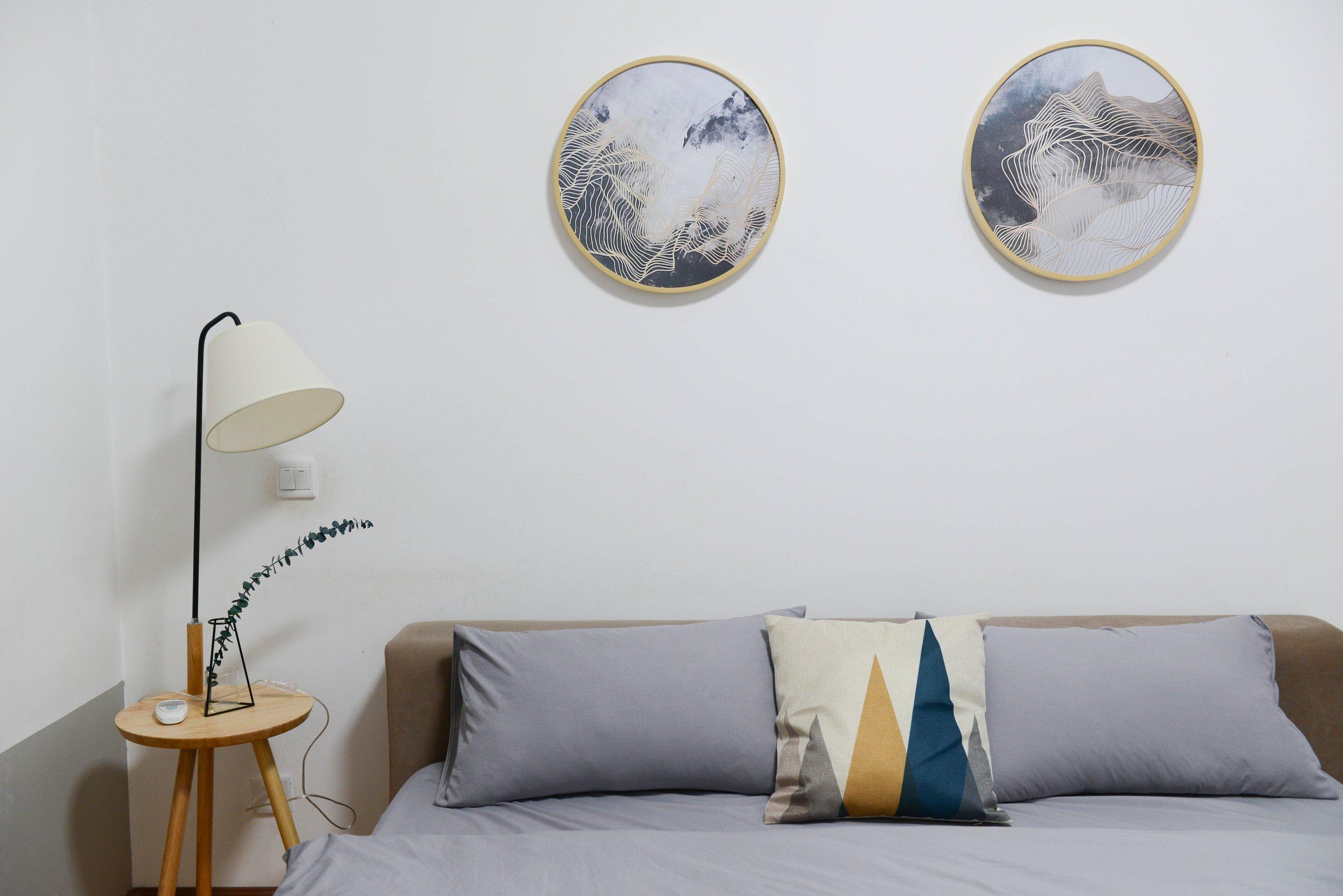 bed-bedroom-chair-707581.jpg
