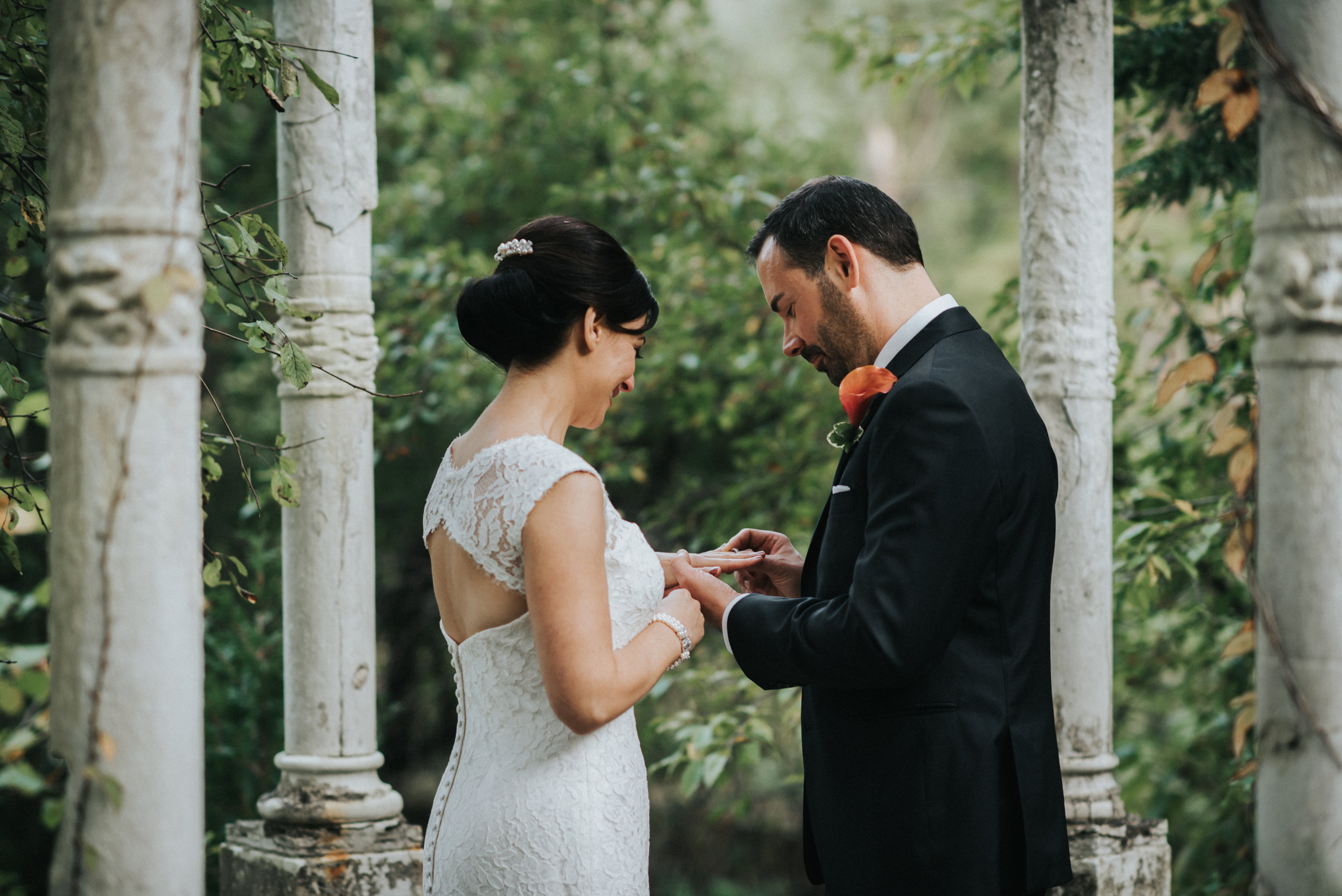 elopement at the club at hillbrook in chagrin falls