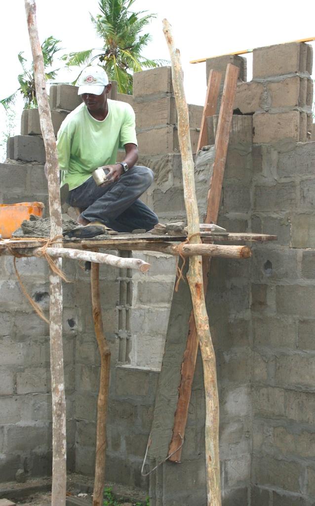 Building Guludo School.jpg