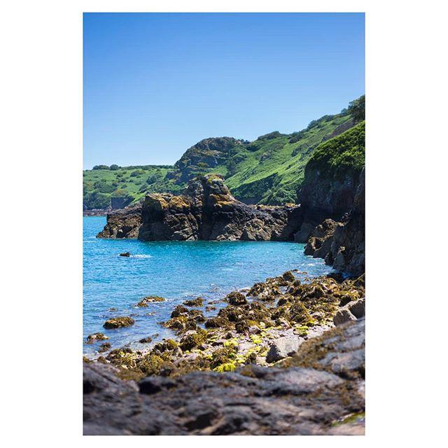Stunning Jersey #channelislands #jersey #jerseytourism #bouleybay #coast #sea #rocks