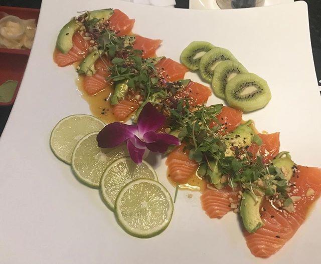 Ma love ❤️ Salmon 🍣낼 부터 힘들거니까 운동대신 체력보충 🤣 . 고마웡~ . . . #instafood #foodstagram #먹방 #먹스타그램 #foodporn #salmon #sushi #