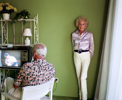 Larry Sultan, My Mother Posing for Me, 1984, Chromogenic print, 40 x 50 in. © Estate of Larry Sultan.
