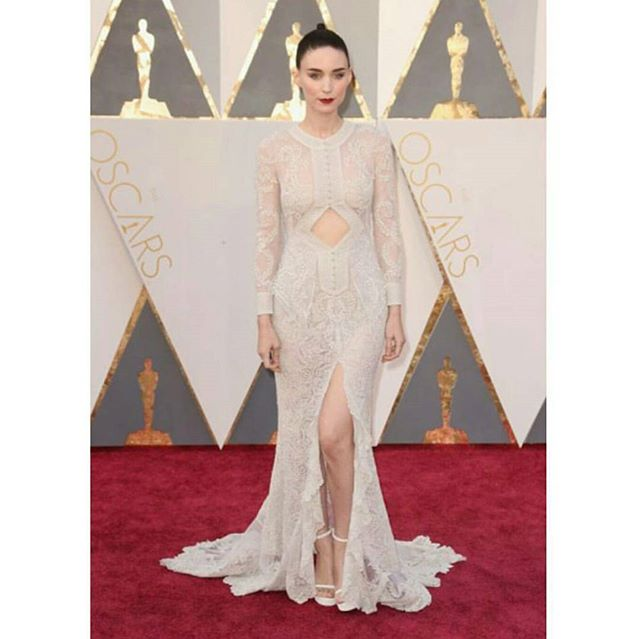 The style at #theoscars was out of this world 👍 Absolutely amazing. This is one of our faves 💜 #fabulous #dress #celebstyle