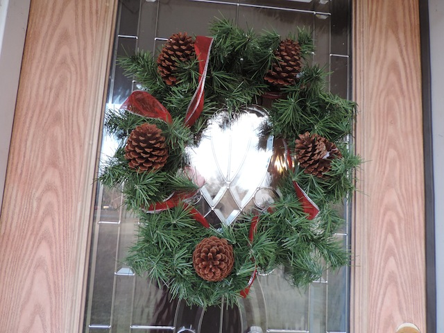 pincecone wreath.JPG