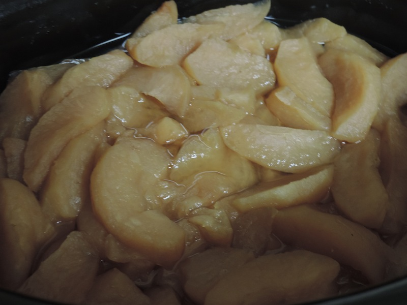 4Simple+Homemade+Apple+Sauce+In+the+Slow+Cooker.JPG