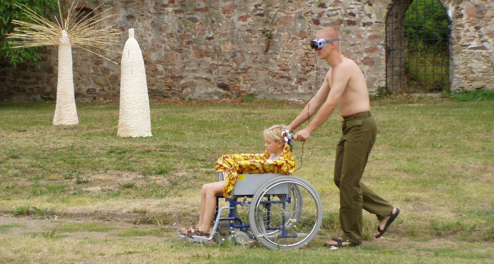 The Human Carriages,  along with Václav Prokeš  /  action during the Theatre in the Grass Festival, Bechyně / 2003