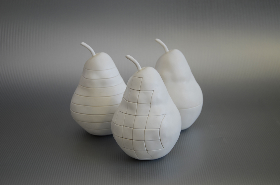 Structured pears  – a series of variable objects, 3D printing (ABS plastic), acrylic paint, 2014 – 15 @Dušan Váňa