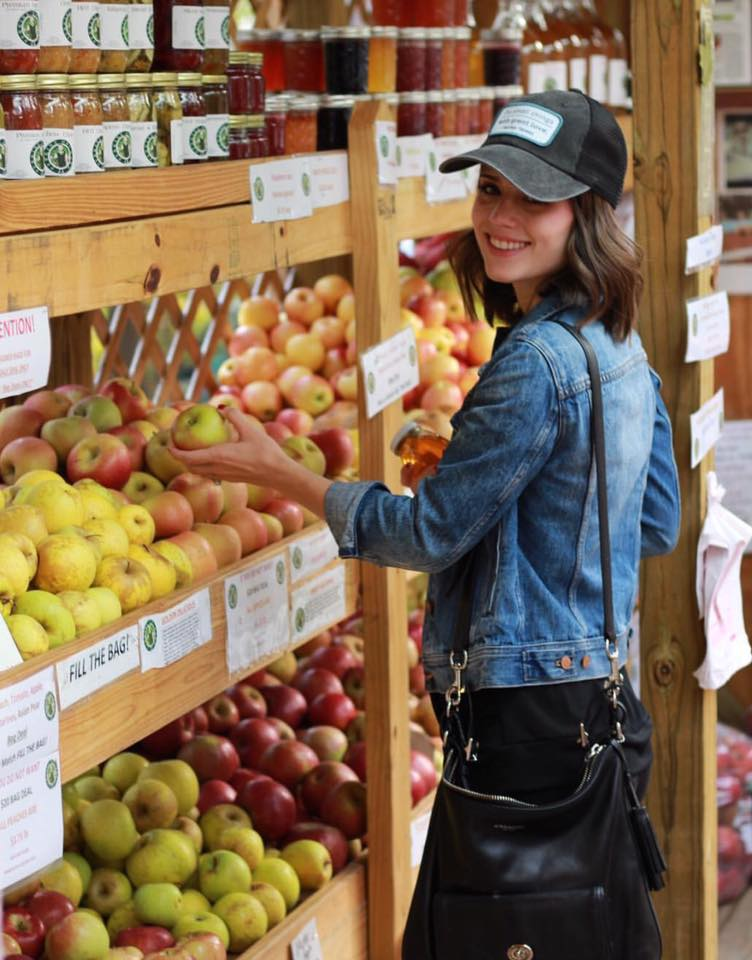 WE CURRENTLY HAVE 30 VARIETIES OF APPLES TO MIX OR MATCH IN OUR POPULAR BAG DEAL !