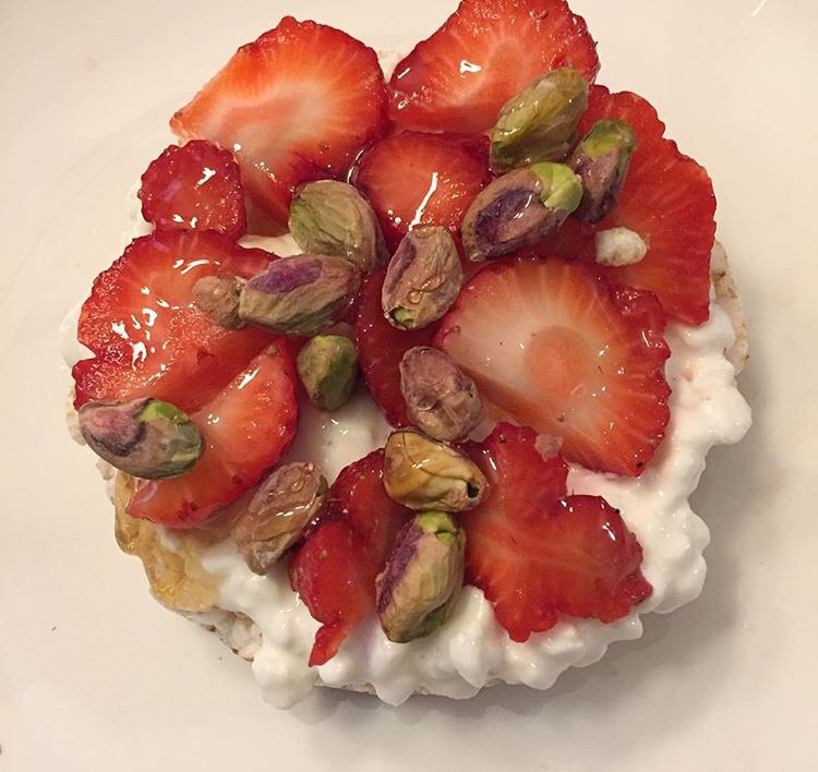 Rice cake, cottage cheese, strawberries, pistachios, honey
