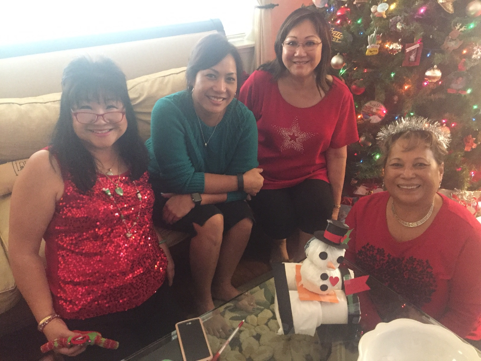 Roxanne's group and their snowman on a roll - www.stampedwithaloha.com