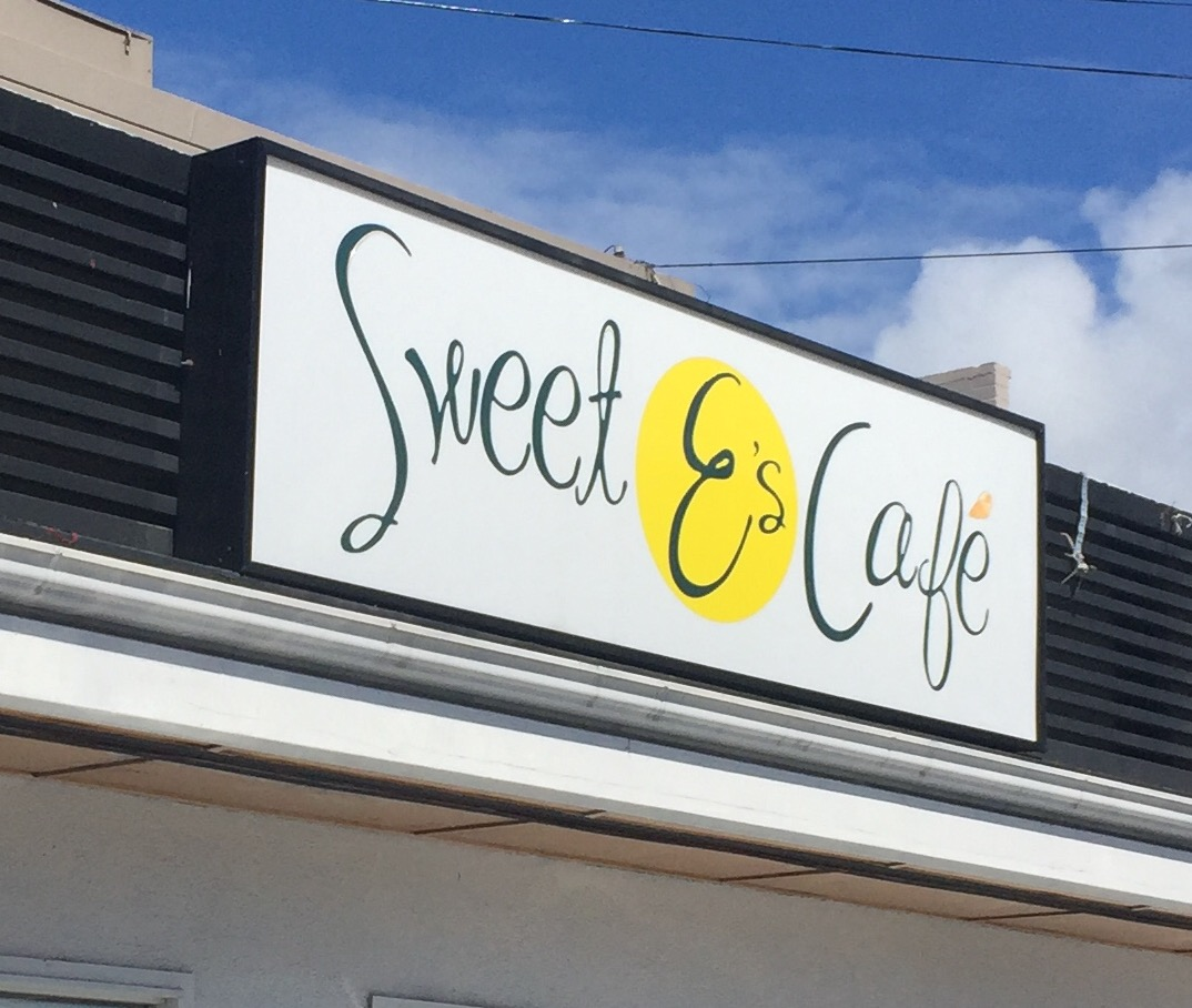 Sweet E's cafe on Kapahulu Ave in Honolulu - www.stampedwithaloha.com
