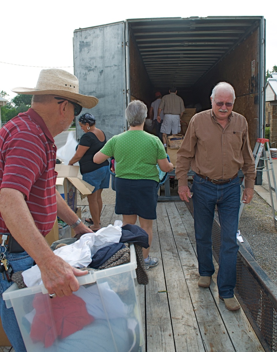 hcd_adventist_disaster_clothes_drive_20143.jpg