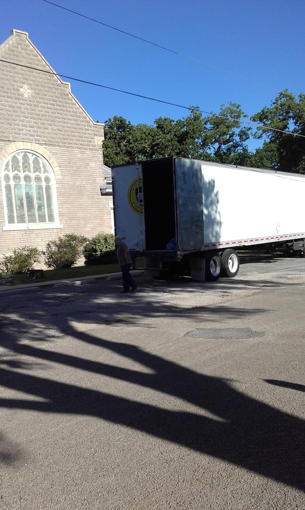 centerpint_umc_adventist_disaster_clothing_drive_pickup6.jpg