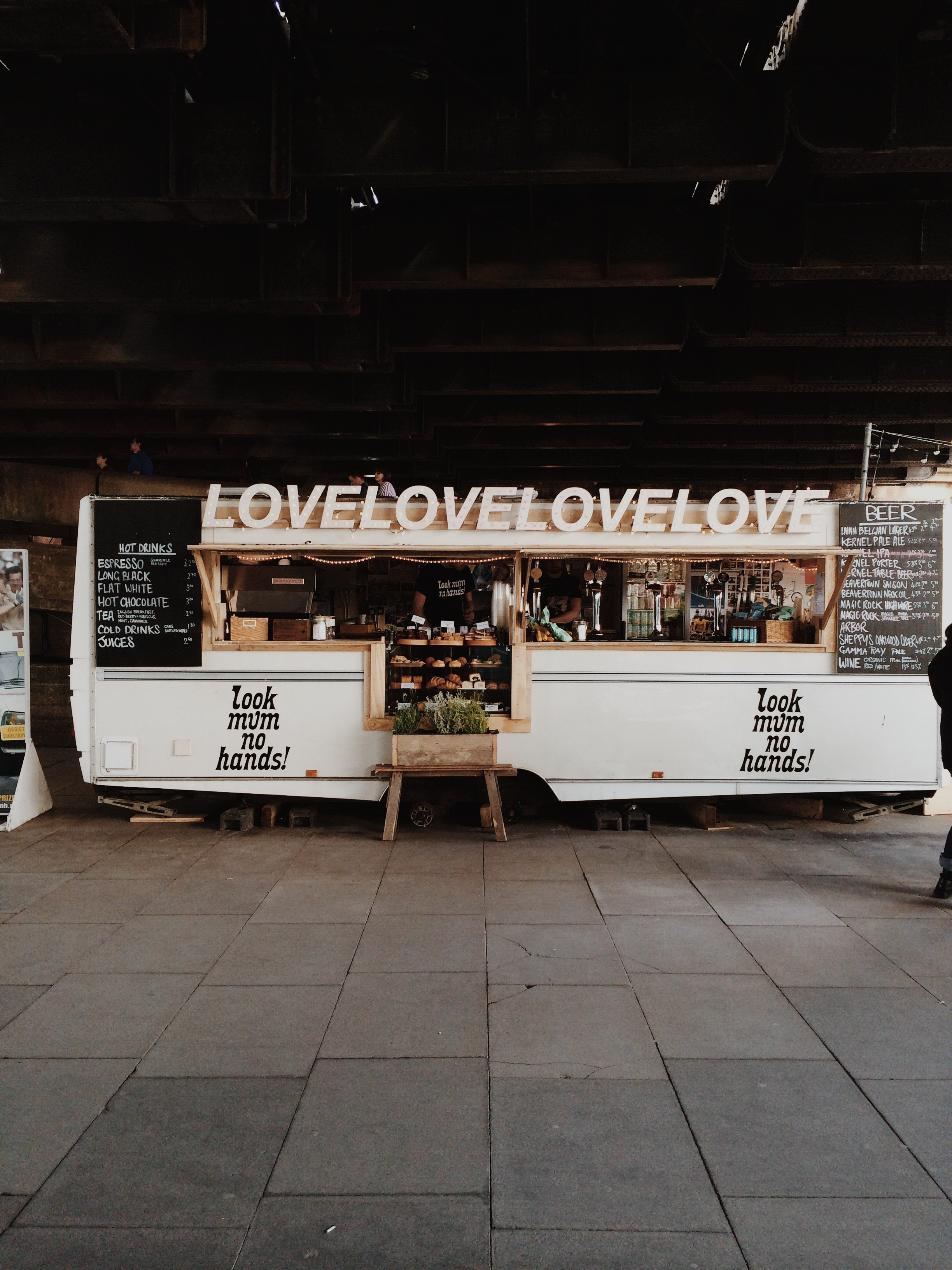 Look Mum! No Hands  / / / Pop-up coffee shop under the London Bridge.