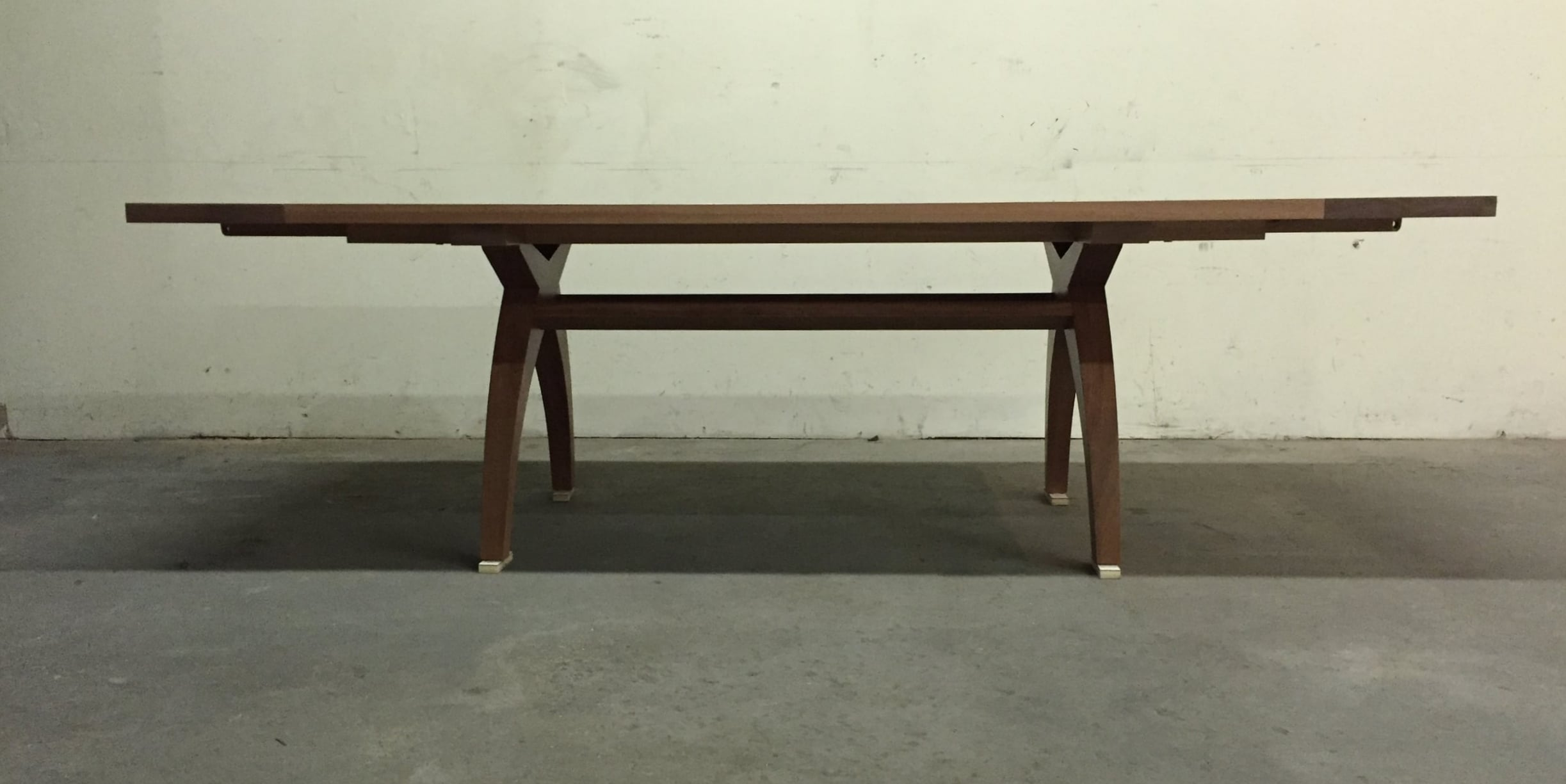 The Dea dining table in mahogany