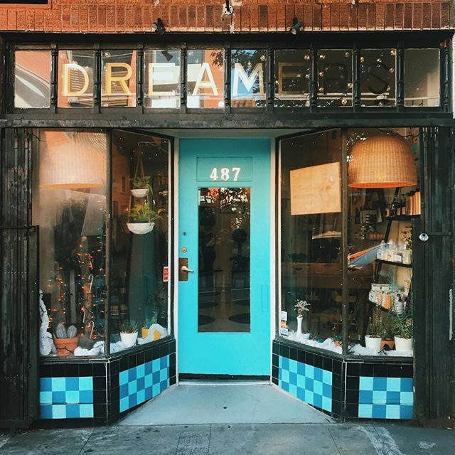Last chance to get your holiday brow on! I'll be at @dreamerssf till 6:00 tonight. Swing by if you're brows need a little ❤️ . . . #oloorea #olooreabeauty #olooreasig #brows #featheredbrows #greenbeauty #cleanbeauty