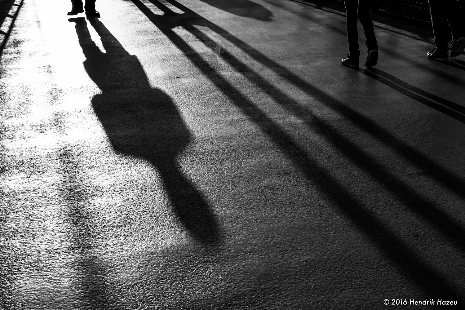 People casting diagonal shadows - Found with XF 35 mm f2 WR on X-Pro2