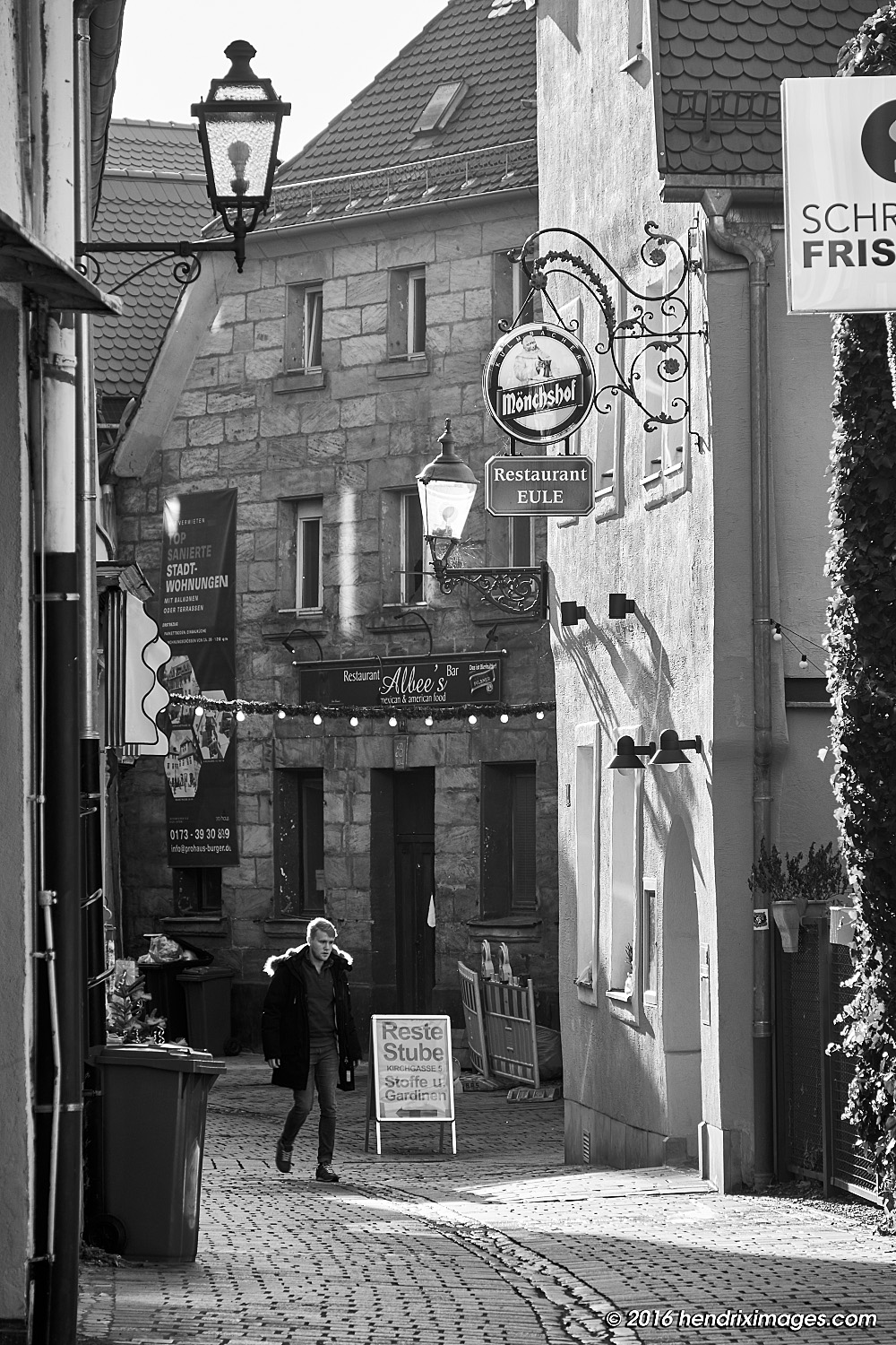 Backlit narrow street, seen with XF 18-135 mm @f8/105 mm (158 mm FF equ.)