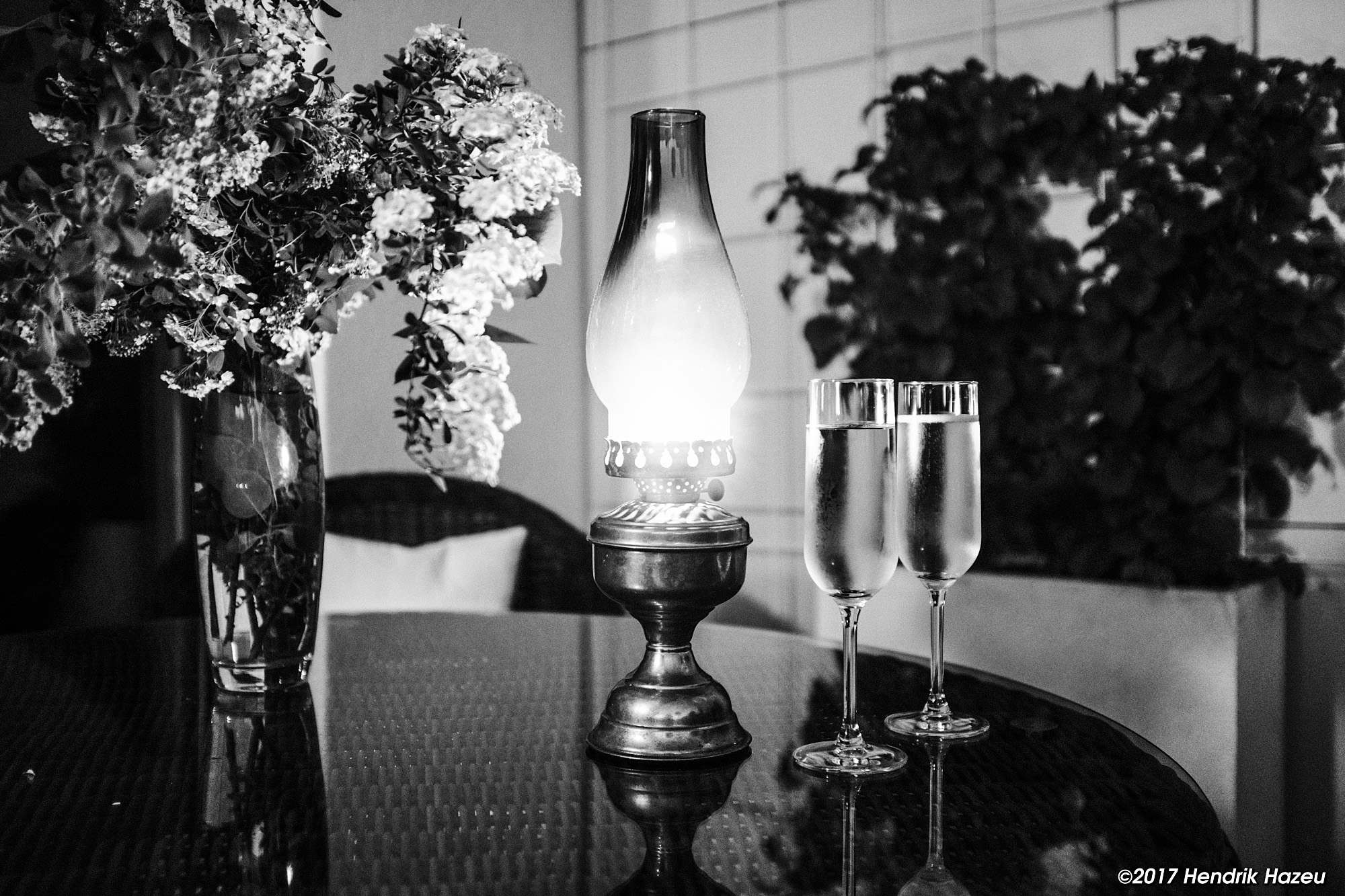 Evening drinks, with Fuji X100F, 23 mm / f2 @f2, 1/25 sec, +1EV compensation on ACROS-Y