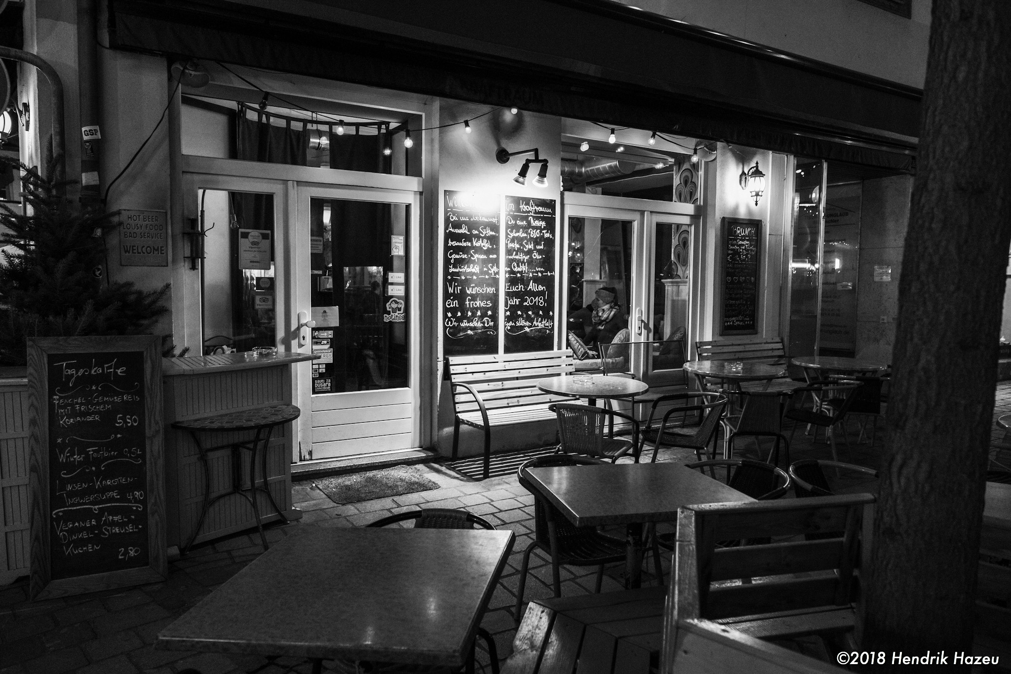 Too cold to sit outside. Night time bar scene, XF 16-55mm at 16mm, @f/2.8, 1/20sec, ISO1250