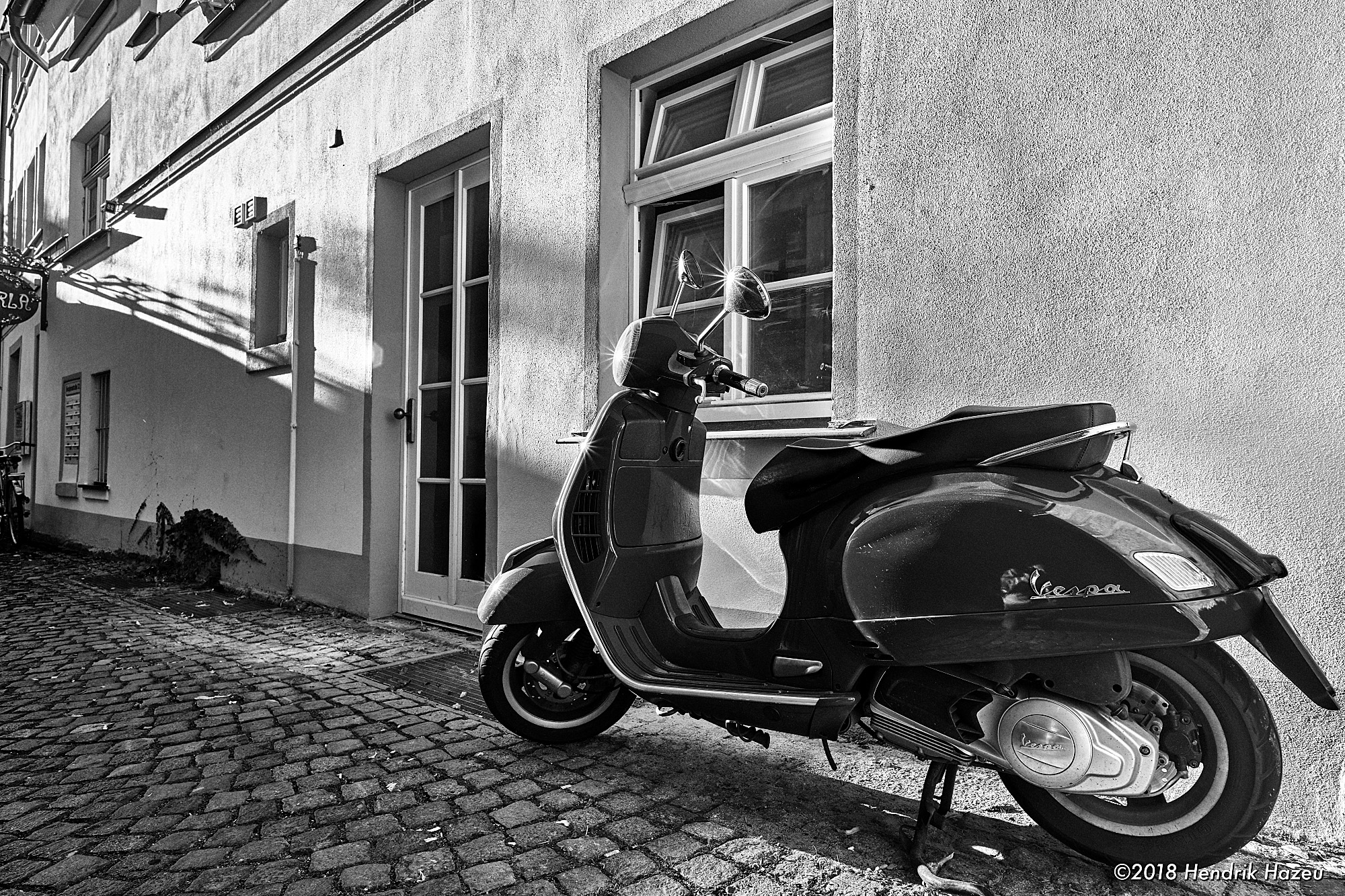Parking red Vespa, captured with Nikkor AF-S 20mm f/1.8G @f/8, 1/40sec, ISO 80