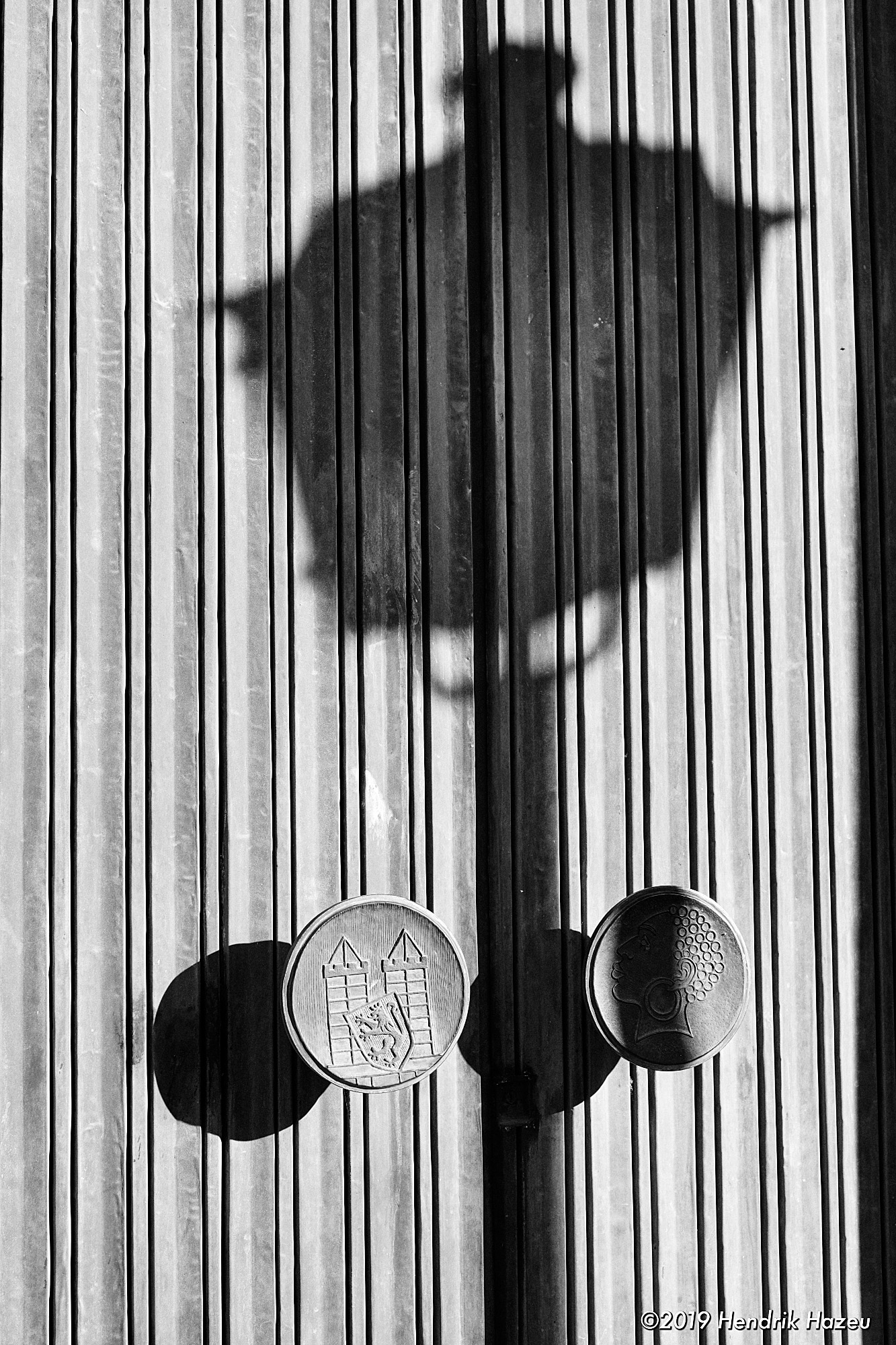 Shadows bring to light the lantern that wasn't there: X-H1 with XF35mm F/1.4, @F/5.6, 1/400 sec, ISO 200