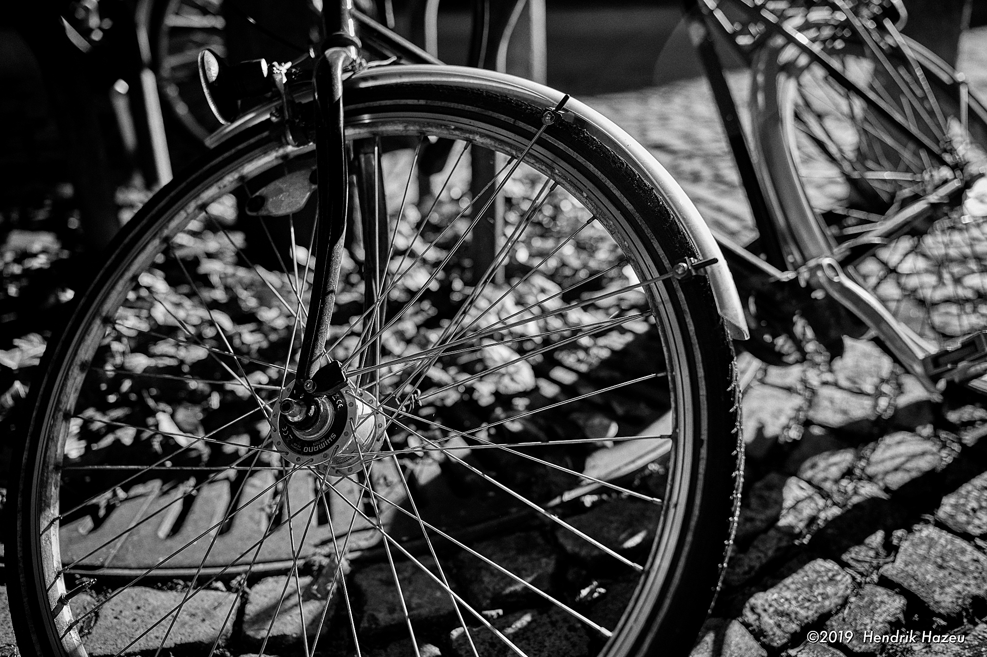 The same bicycle wheel, on my Nikon Z7, with the veritable AF-S 28mm F/1.4 @F/2, 1/1000 sec, ISO 64