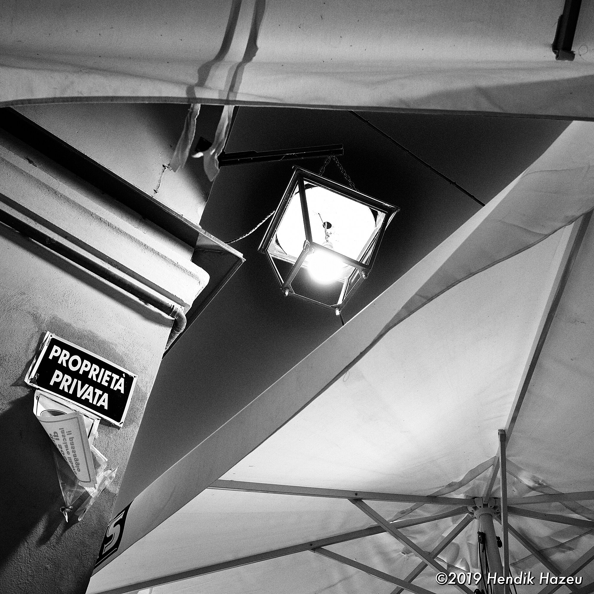 Lantern surrounded by canvas roof, discovered with X-H1 and XF 16mm F/1.4 @F/5.6, 1/5 sec, ISO 400