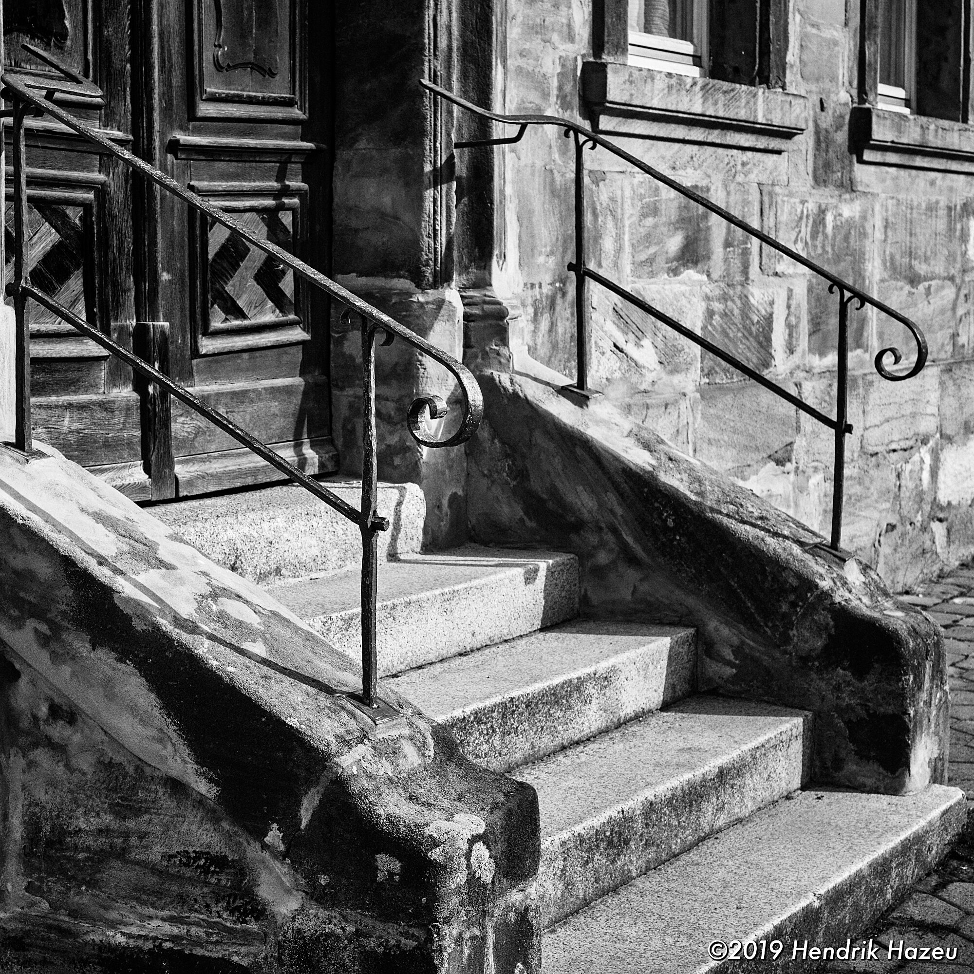 Steps in a square frame, seen with my X-Pro2 with XF35mm F/2 @F/8, 1/180 sec, ISO 200
