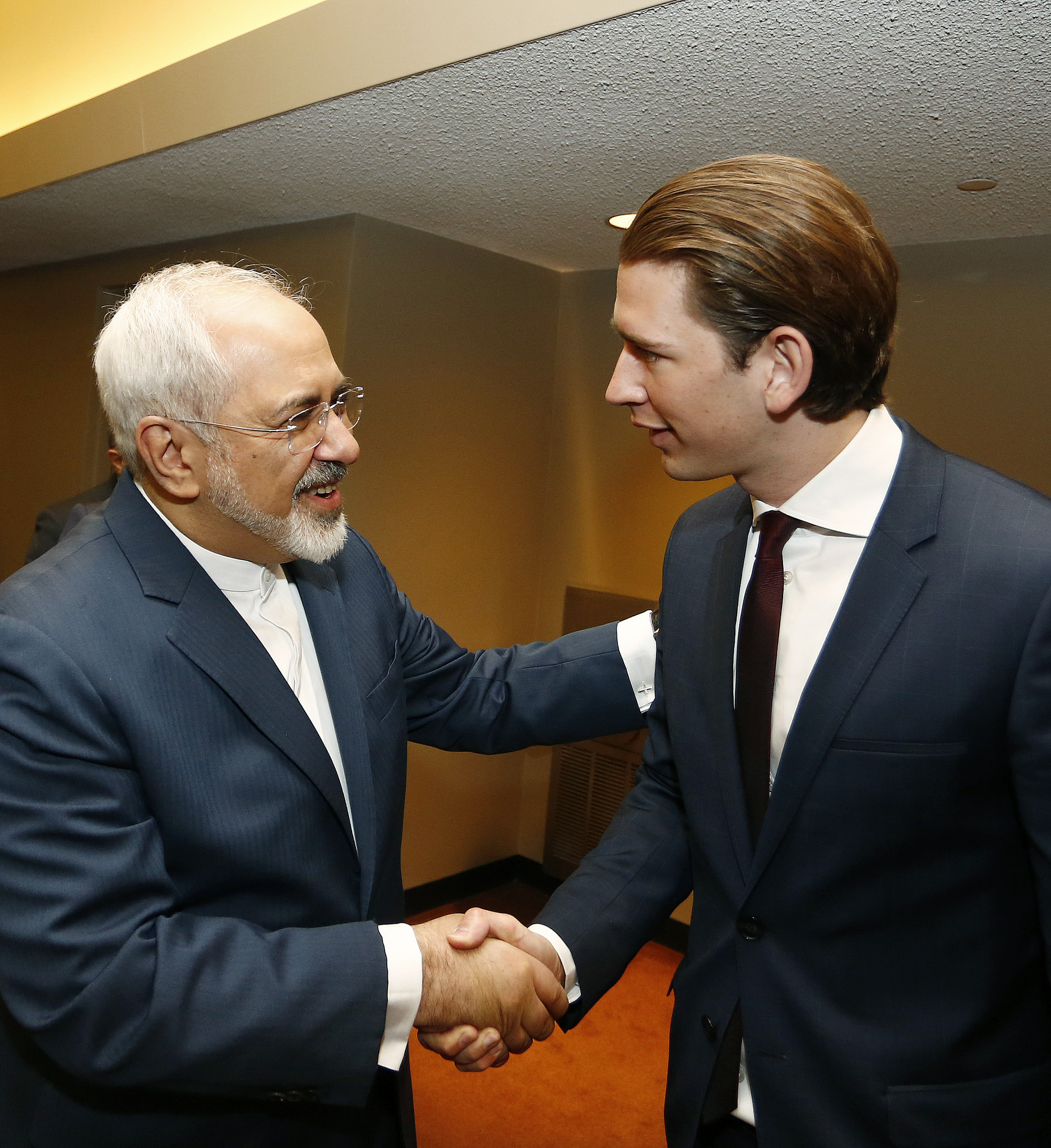 Foreign Minister Sebastian Kurz meets Mohammad Javad Zarif, the foreign minister of Iran, atthe Review  Conference of the Non-Proliferation Treaty (NPT) at the United Nations. Photo: Dragan Tatic.
