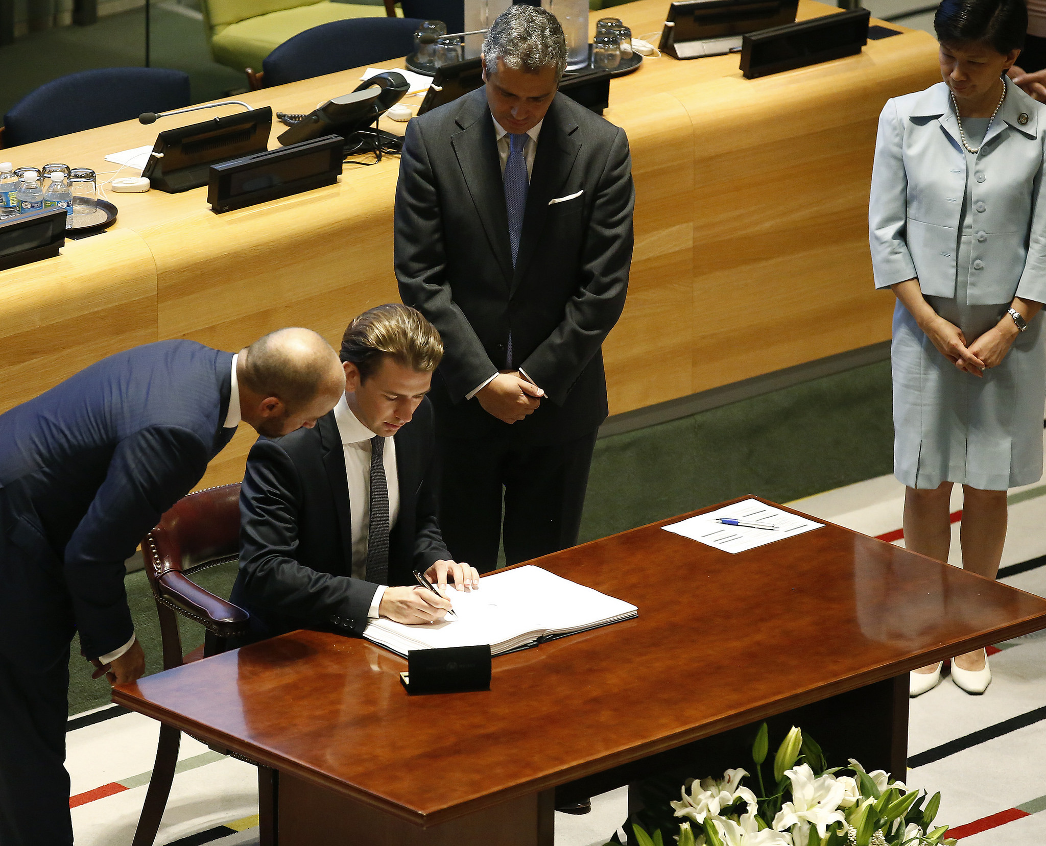 Foreign Minister Sebastian Kurz signs Treaty on the Prohibition of Nuclear Weapons during the UN General Assembly meeting in New York on September 20, 2017, Photo: Dragan Tatic