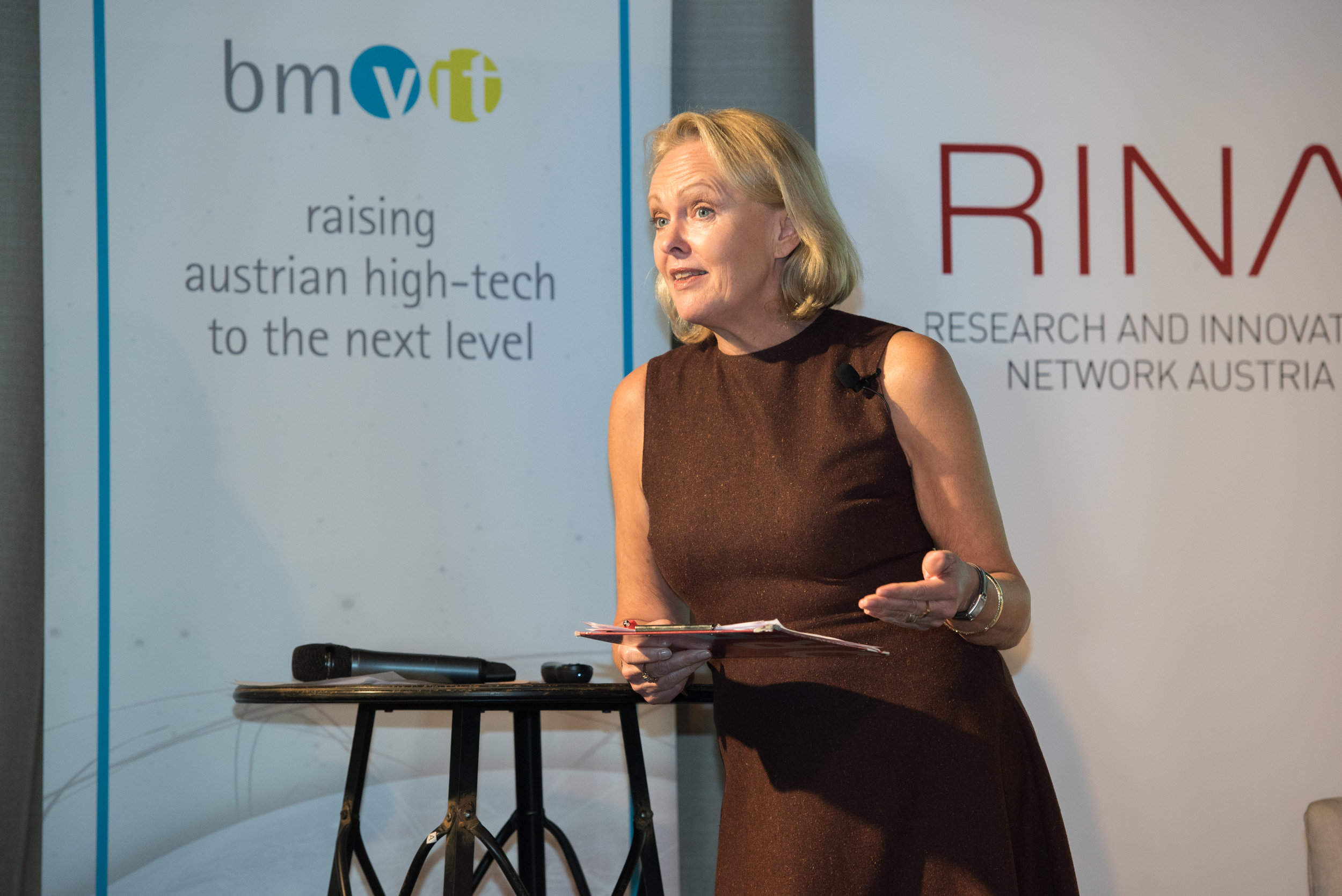 """Hannelore Veit, Washington DC Bureau Chief of the Austrian Broadcasting Corporation ORF and official moderator of the ARIT 2017, during the """"News from US Research, Technology, and Innovation"""" panel"""