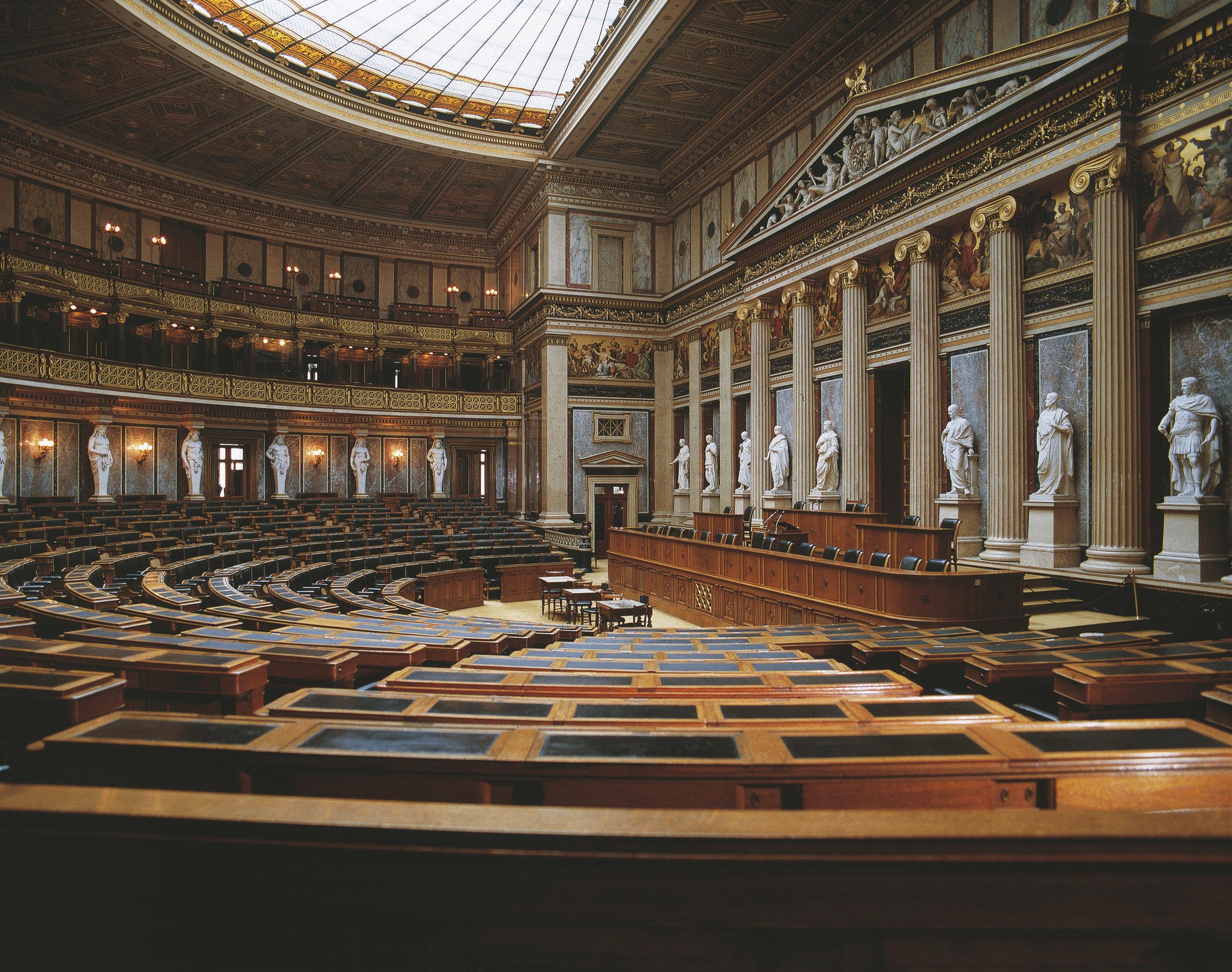 """""""Reichsratsaal"""" in the Austrian Parliament in Vienna Picture: Österreich Werbung, Robert Pfeifer"""