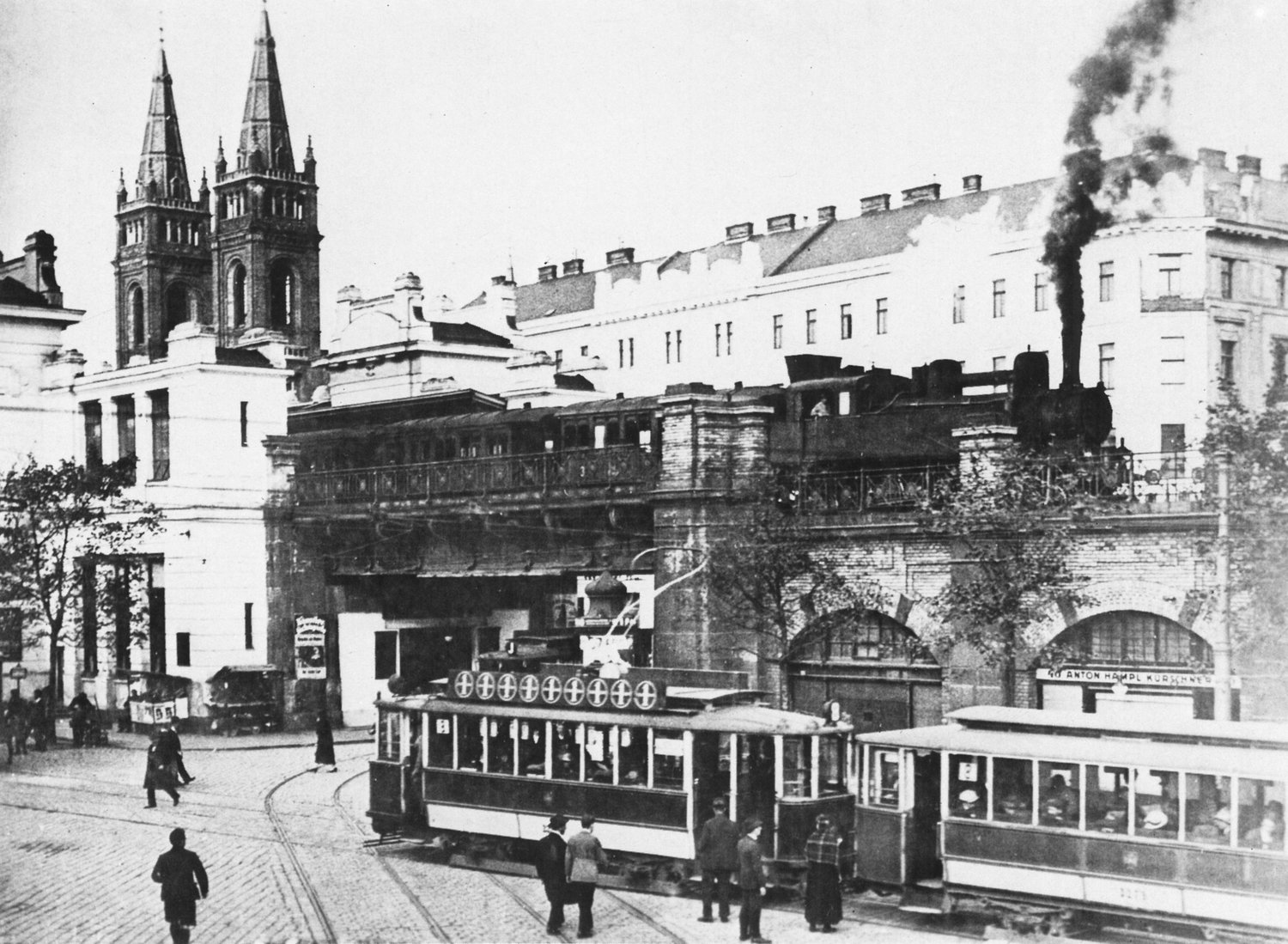 The Vienna Stadbahn before electrification, around 1910. Wikimedia/ public domain.