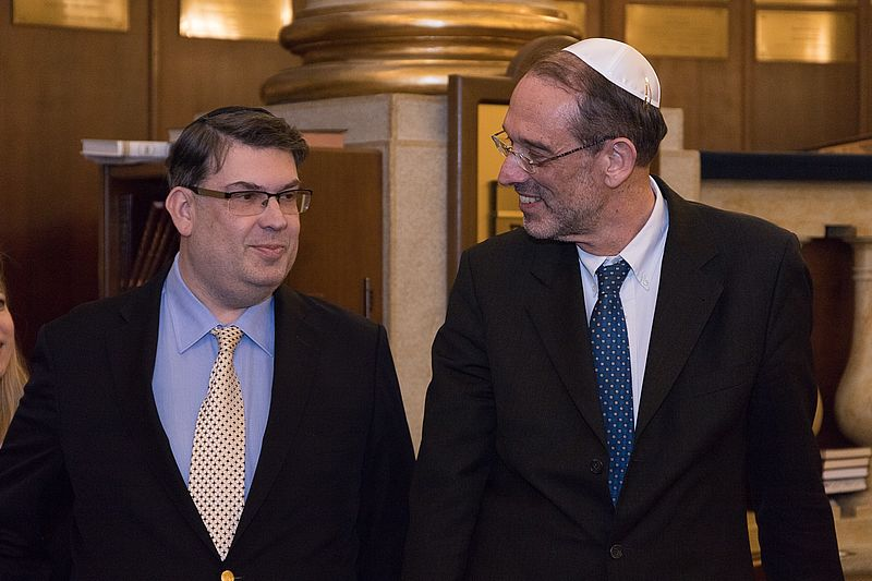 from left: Oskar Deutsch, President of the Vienna Jewish Community, with Education Minister Heinz Fassmann (c) Austrian Federal Ministry of Education, Science and Research, Photo: Martin Lusser